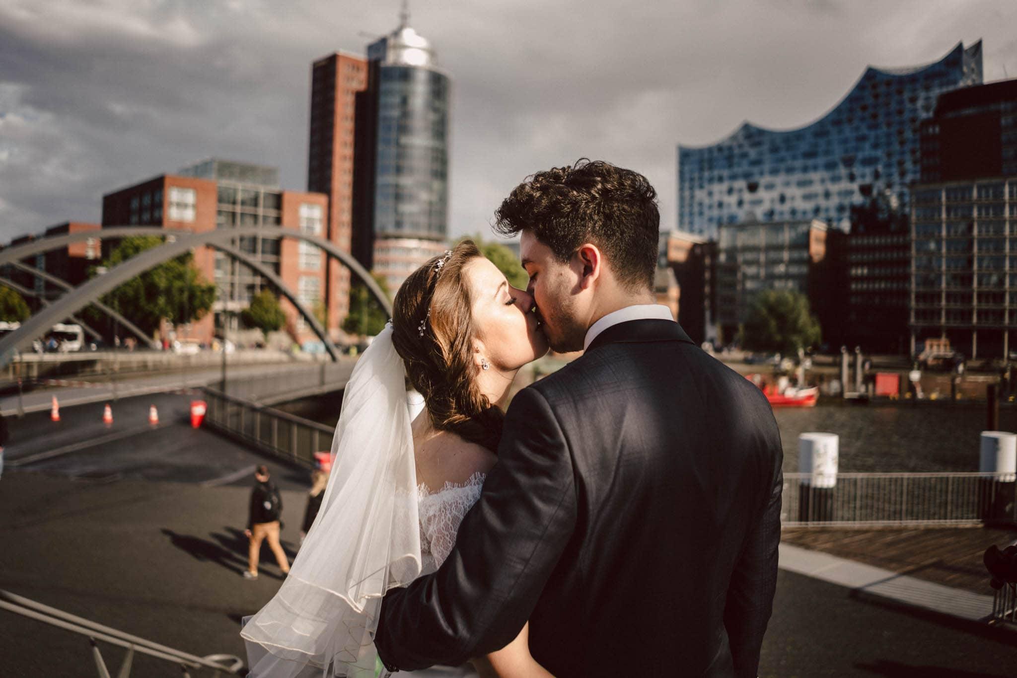 Hochzeitsfieber by Photo-Schomburg, Wedding, Hochzeitsfotograf, Hochzeitspaar, Braut, Bräutigam, Hochzeitstag, Hamburg, Landungsbrücken, Hafenliebe-104