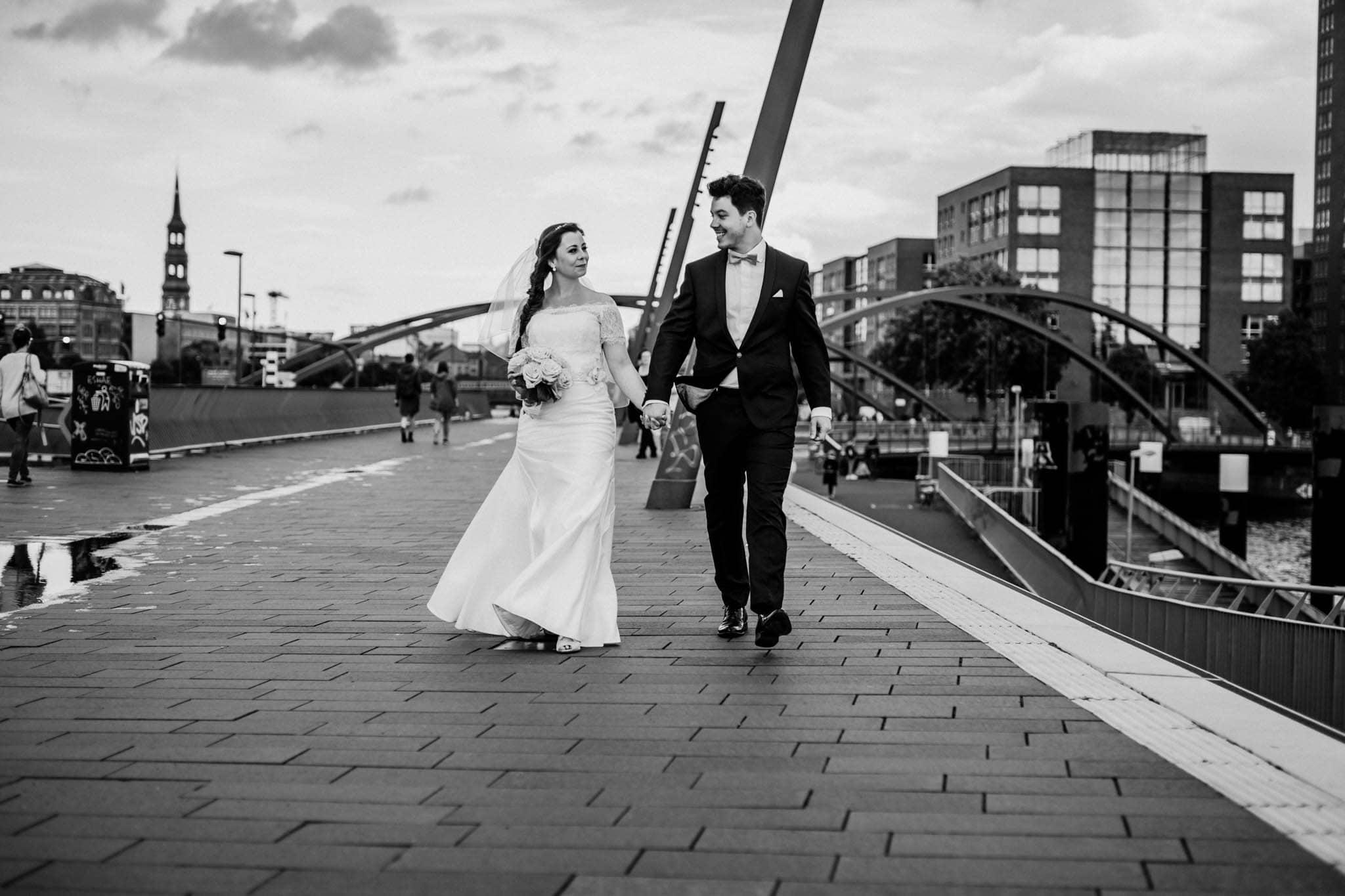 Hochzeitsfieber by Photo-Schomburg, Wedding, Hochzeitsfotograf, Hochzeitspaar, Braut, Bräutigam, Hochzeitstag, Hamburg, Landungsbrücken, Hafenliebe-111