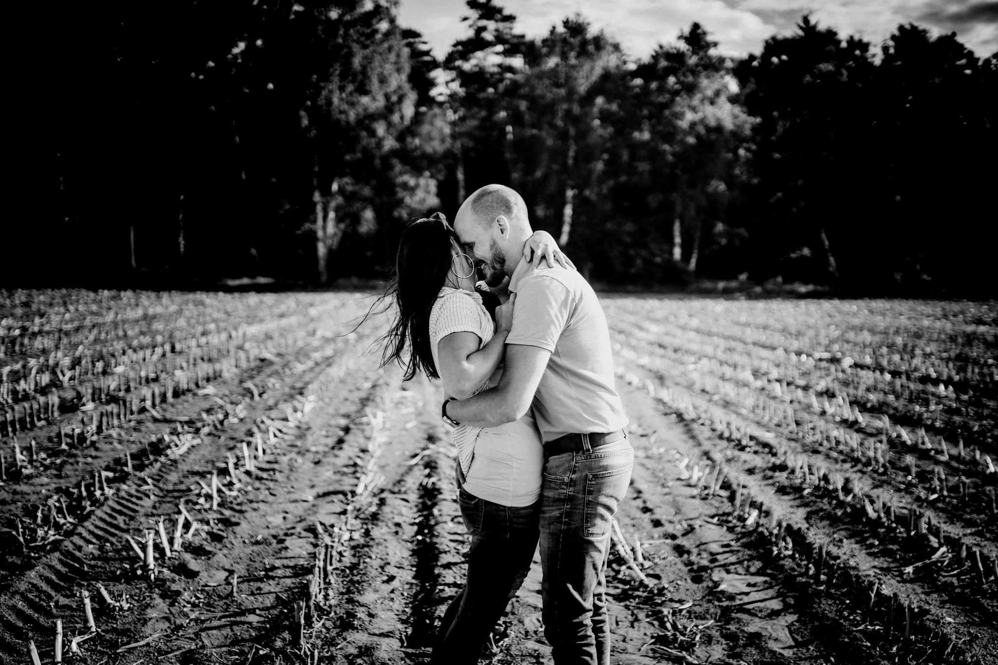 Engagementshoot Hochzeitsfieber by Photo-Schomburg, coupleshoot, paarshooting, zarrentin, wedding2018,wedding, hochzeitsfotograf, hamburg, braut, bräutigam, hochzeitstag-2