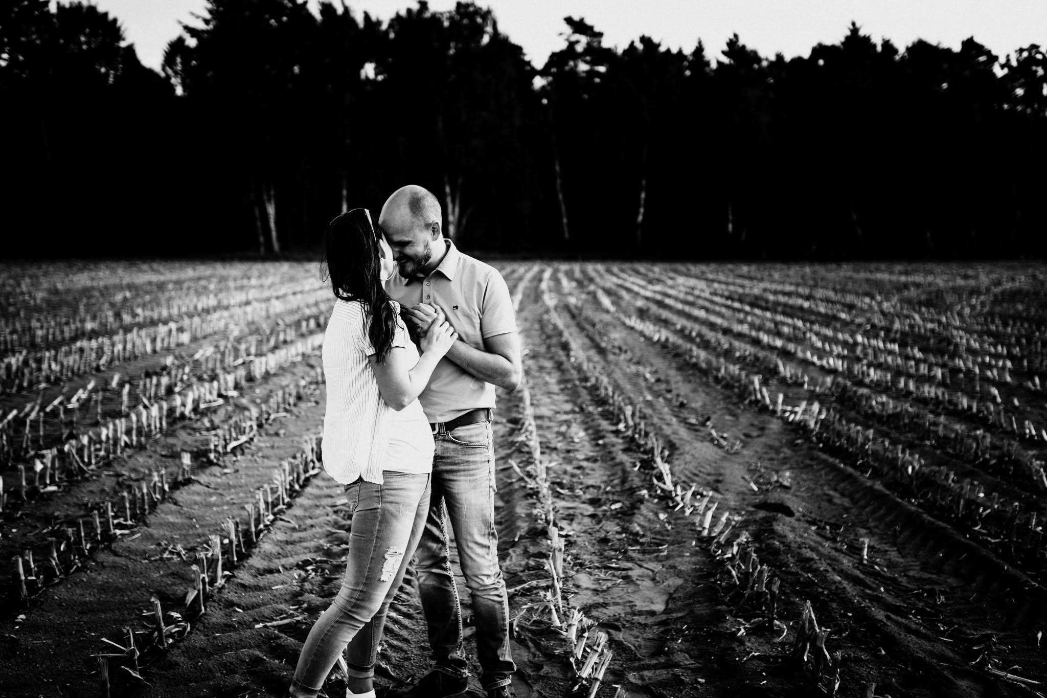 Engagementshoot Hochzeitsfieber by Photo-Schomburg, coupleshoot, paarshooting, zarrentin, wedding2018,wedding, hochzeitsfotograf, hamburg, braut, bräutigam, hochzeitstag-4
