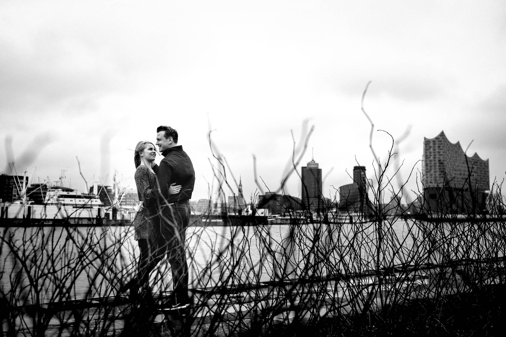 Engagementshooting, Hochzeitsfieber by Photo-Schomburg, Pärchenshoot, Hamburg, Elbe, Hamburger Hafen, Hochzeitsfotograf, Wedding, Coupleshoot, Hochzeitsfotografie-1