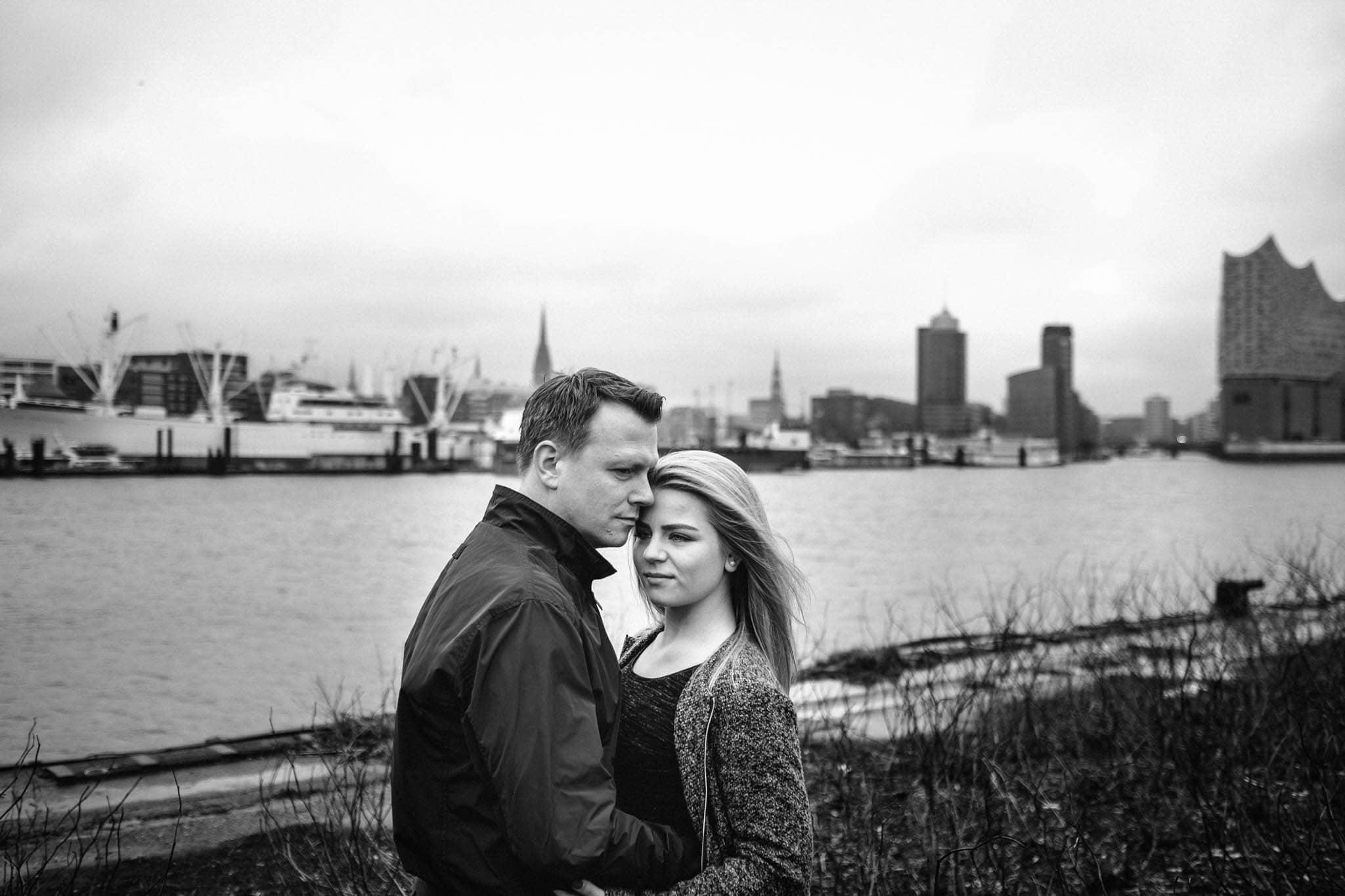Engagementshooting, Hochzeitsfieber by Photo-Schomburg, Pärchenshoot, Hamburg, Elbe, Hamburger Hafen, Hochzeitsfotograf, Wedding, Coupleshoot, Hochzeitsfotografie-10