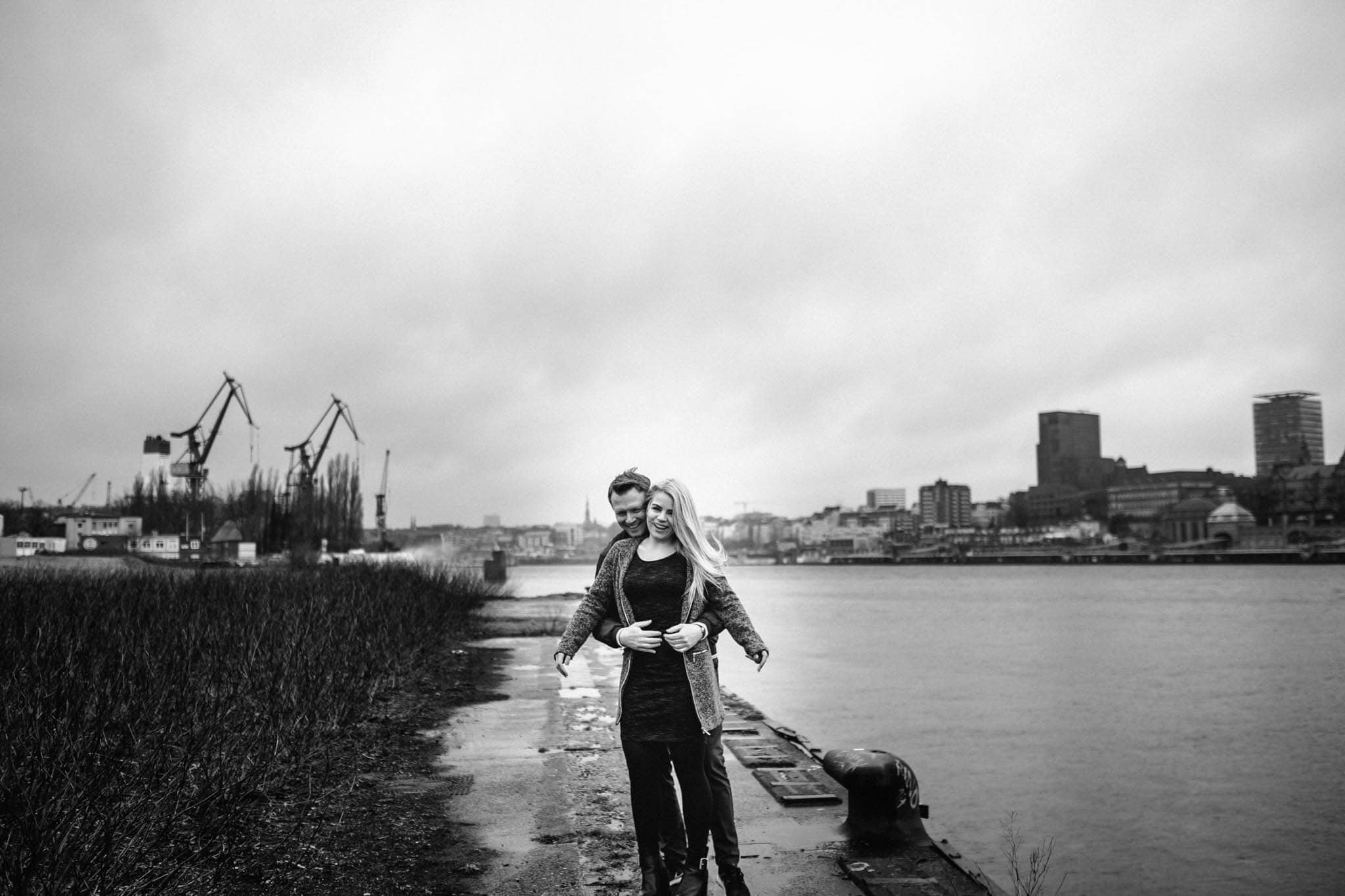 Engagementshooting, Hochzeitsfieber by Photo-Schomburg, Pärchenshoot, Hamburg, Elbe, Hamburger Hafen, Hochzeitsfotograf, Wedding, Coupleshoot, Hochzeitsfotografie-13
