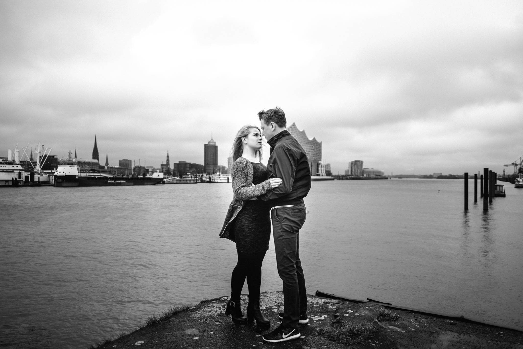Engagementshooting, Hochzeitsfieber by Photo-Schomburg, Pärchenshoot, Hamburg, Elbe, Hamburger Hafen, Hochzeitsfotograf, Wedding, Coupleshoot, Hochzeitsfotografie-15