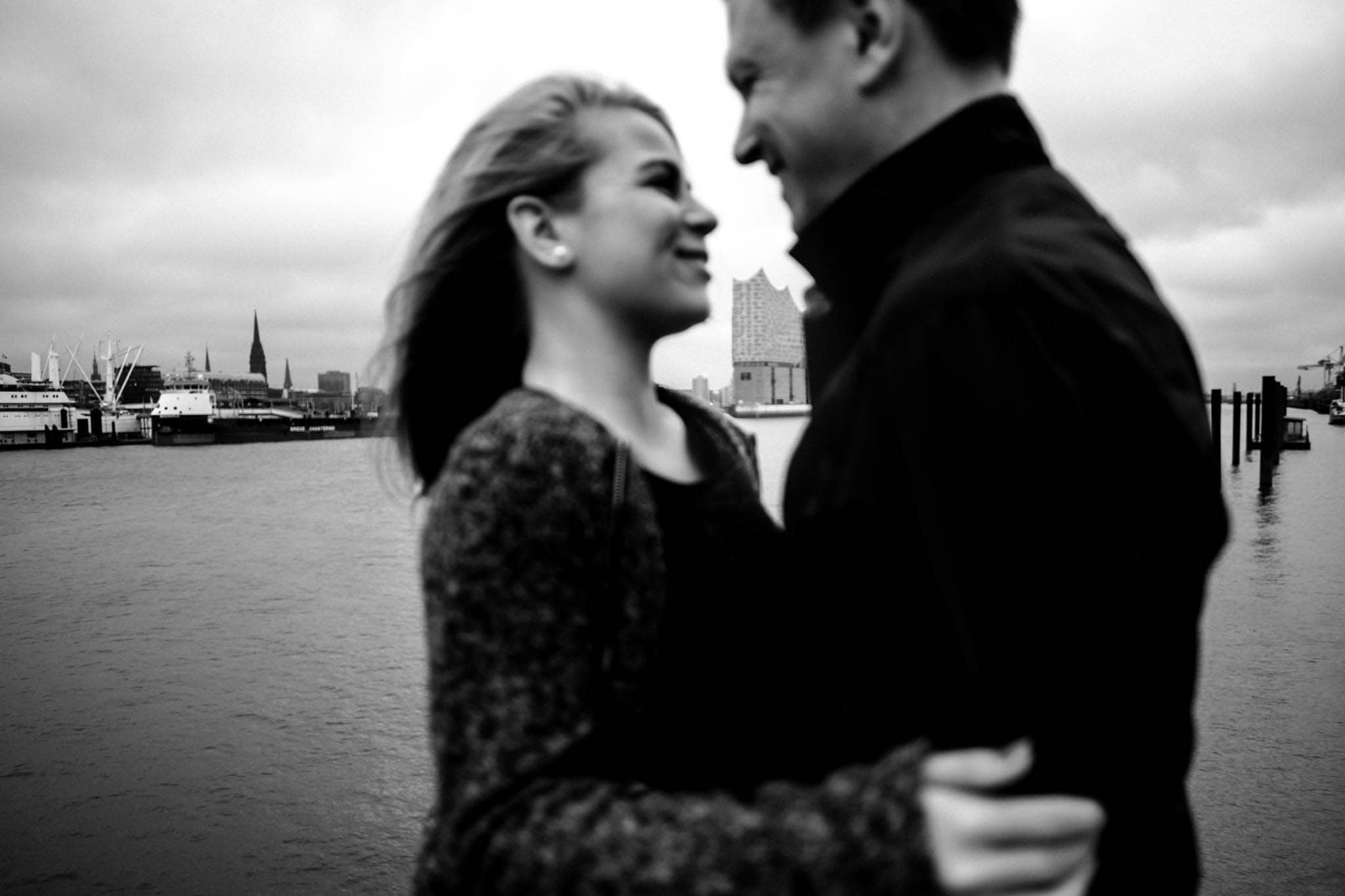 Engagementshooting, Hochzeitsfieber by Photo-Schomburg, Pärchenshoot, Hamburg, Elbe, Hamburger Hafen, Hochzeitsfotograf, Wedding, Coupleshoot, Hochzeitsfotografie-17