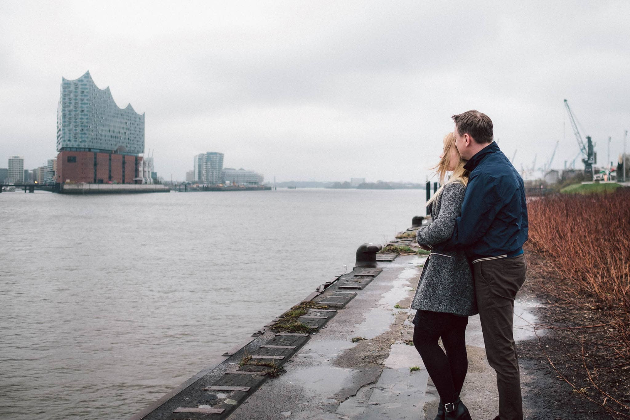 Engagementshooting, Hochzeitsfieber by Photo-Schomburg, Pärchenshoot, Hamburg, Elbe, Hamburger Hafen, Hochzeitsfotograf, Wedding, Coupleshoot, Hochzeitsfotografie-2