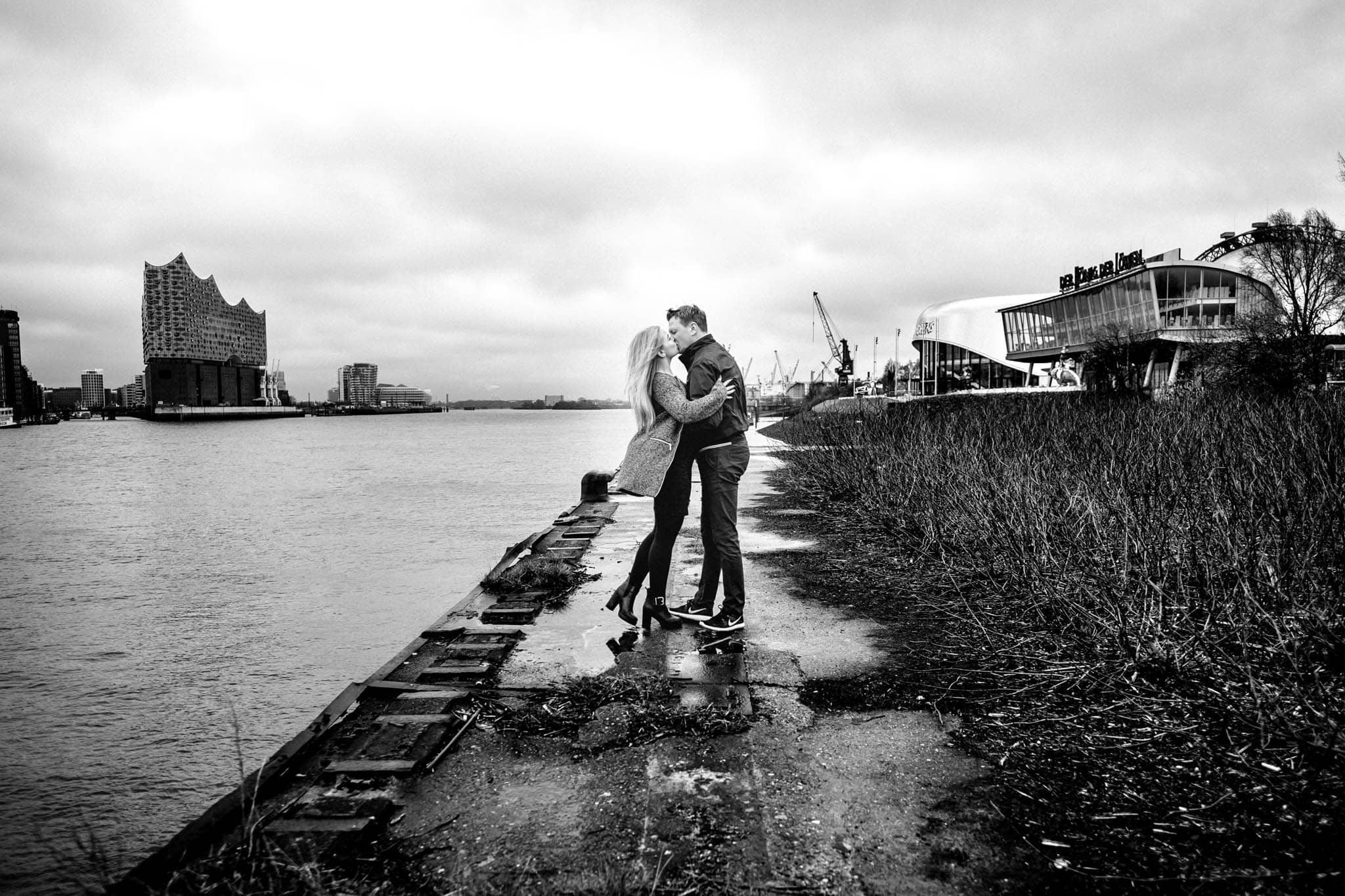 Engagementshooting, Hochzeitsfieber by Photo-Schomburg, Pärchenshoot, Hamburg, Elbe, Hamburger Hafen, Hochzeitsfotograf, Wedding, Coupleshoot, Hochzeitsfotografie-20