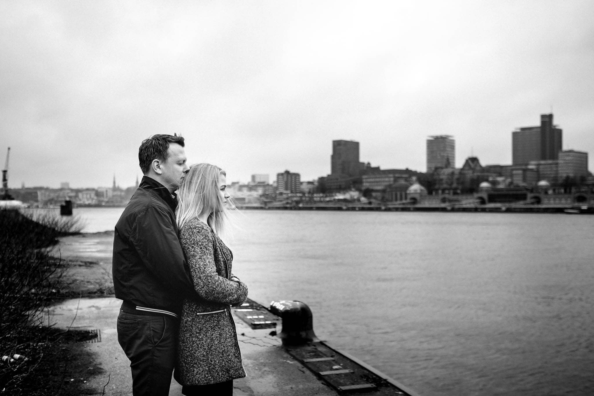 Engagementshooting, Hochzeitsfieber by Photo-Schomburg, Pärchenshoot, Hamburg, Elbe, Hamburger Hafen, Hochzeitsfotograf, Wedding, Coupleshoot, Hochzeitsfotografie-3