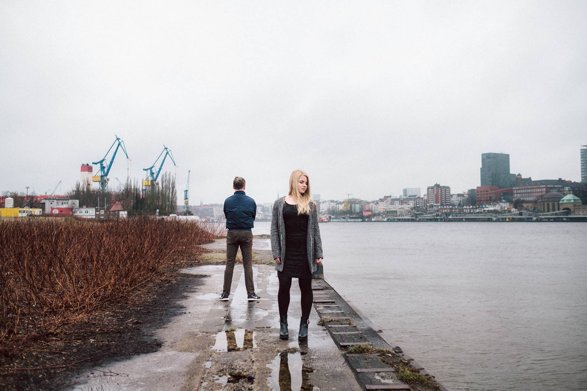 Engagementshooting, Hochzeitsfieber by Photo-Schomburg, Pärchenshoot, Hamburg, Elbe, Hamburger Hafen, Hochzeitsfotograf, Wedding, Coupleshoot, Hochzeitsfotografie-5
