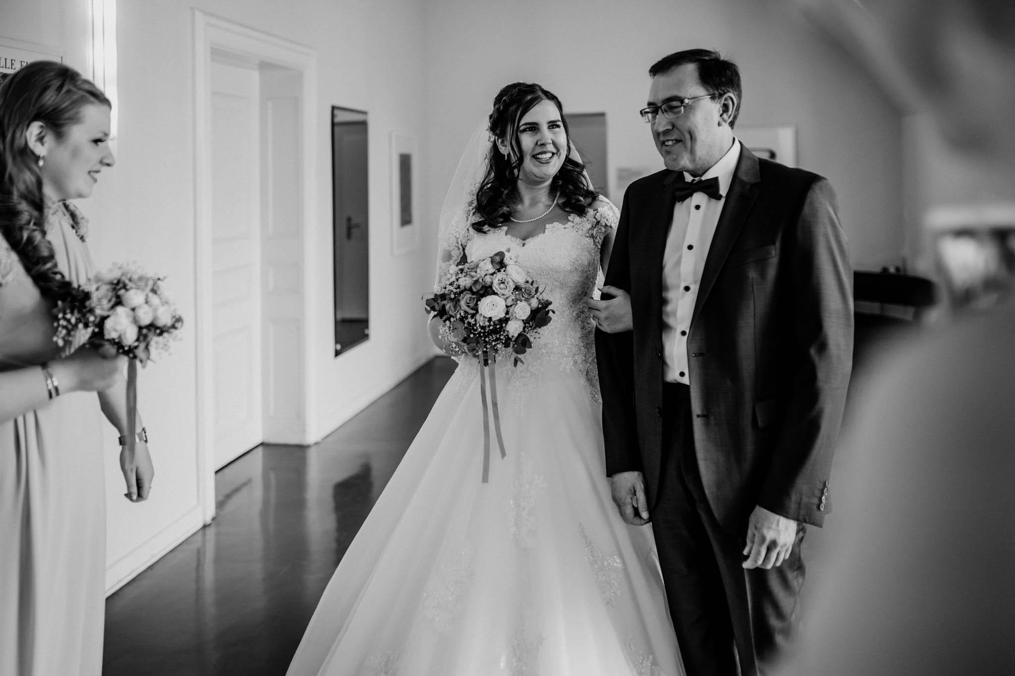 Hochzeitsfieber by Photo-Schomburg, Hochzeitsfotograf, Hamburg, Altona, wedding, Standesamt Altona, Appen, Hochzeitsshooting, Hochzeitstag, Brautpaar-41