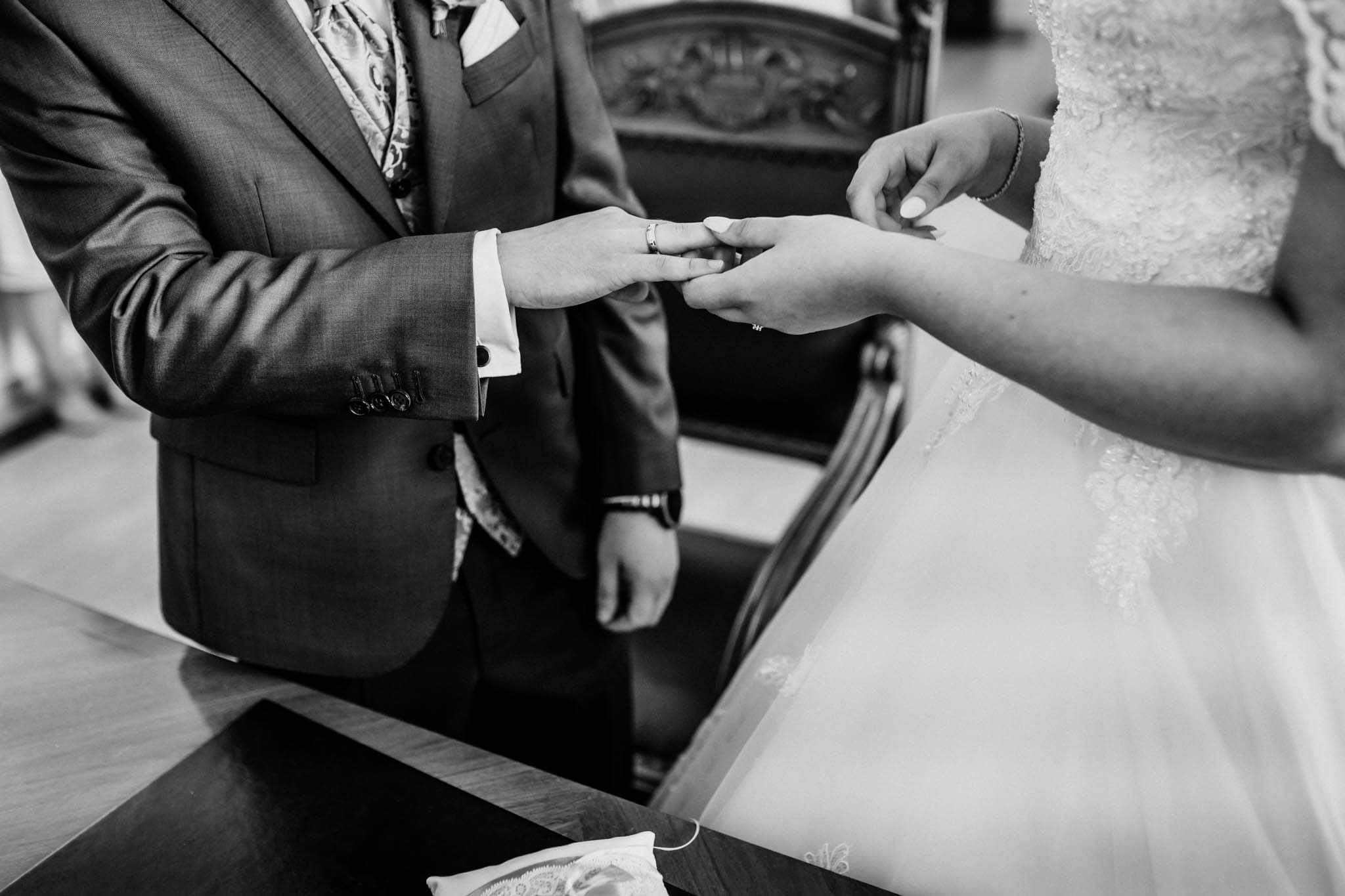 Hochzeitsfieber by Photo-Schomburg, Hochzeitsfotograf, Hamburg, Altona, wedding, Standesamt Altona, Appen, Hochzeitsshooting, Hochzeitstag, Brautpaar-49