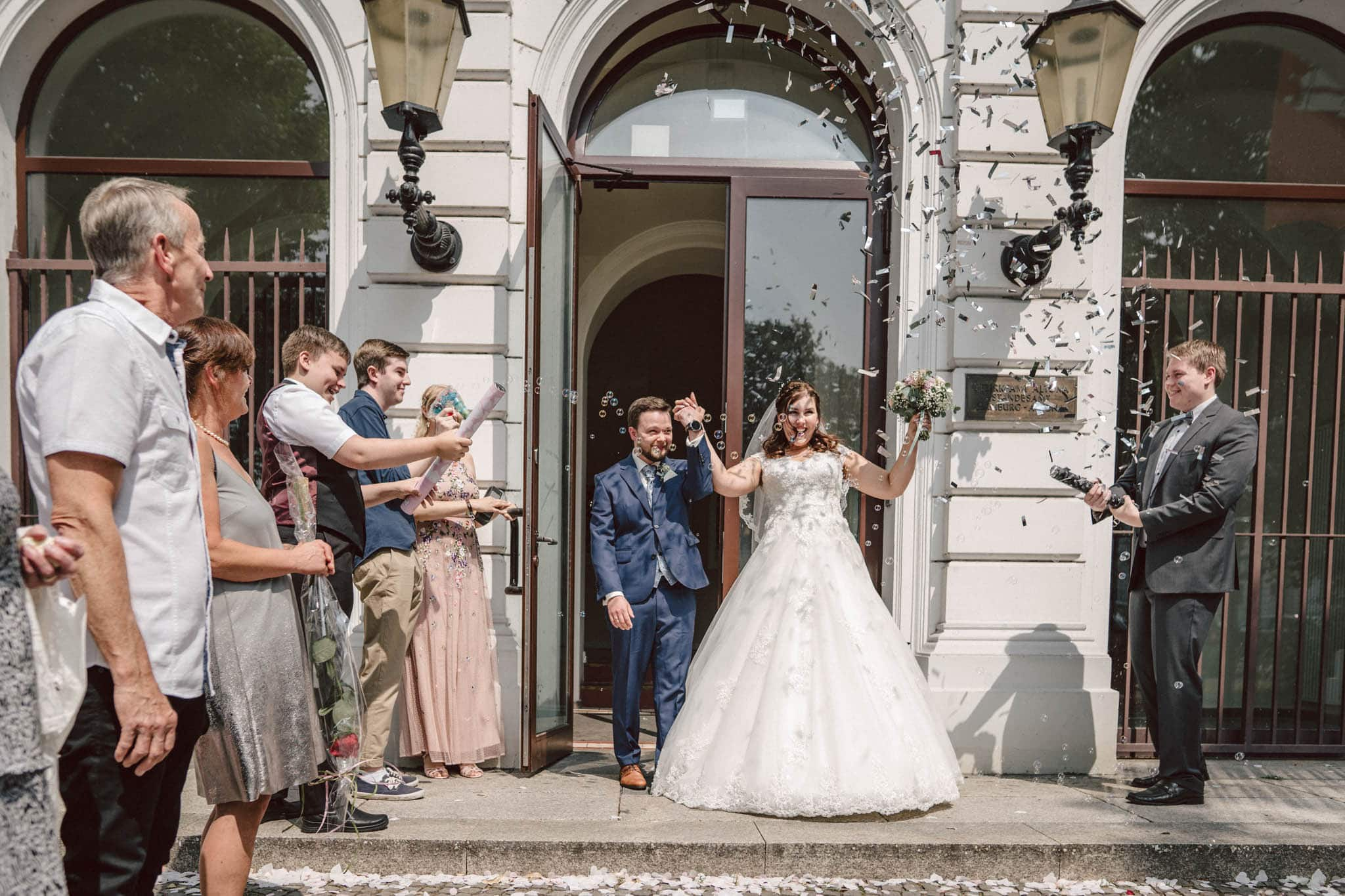 Hochzeitsfieber by Photo-Schomburg, Hochzeitsfotograf, Hamburg, Altona, wedding, Standesamt Altona, Appen, Hochzeitsshooting, Hochzeitstag, Brautpaar-54