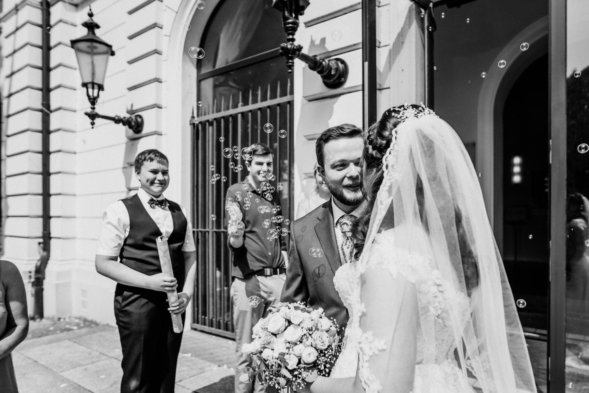 Hochzeitsfieber by Photo-Schomburg, Hochzeitsfotograf, Hamburg, Altona, wedding, Standesamt Altona, Appen, Hochzeitsshooting, Hochzeitstag, Brautpaar-56
