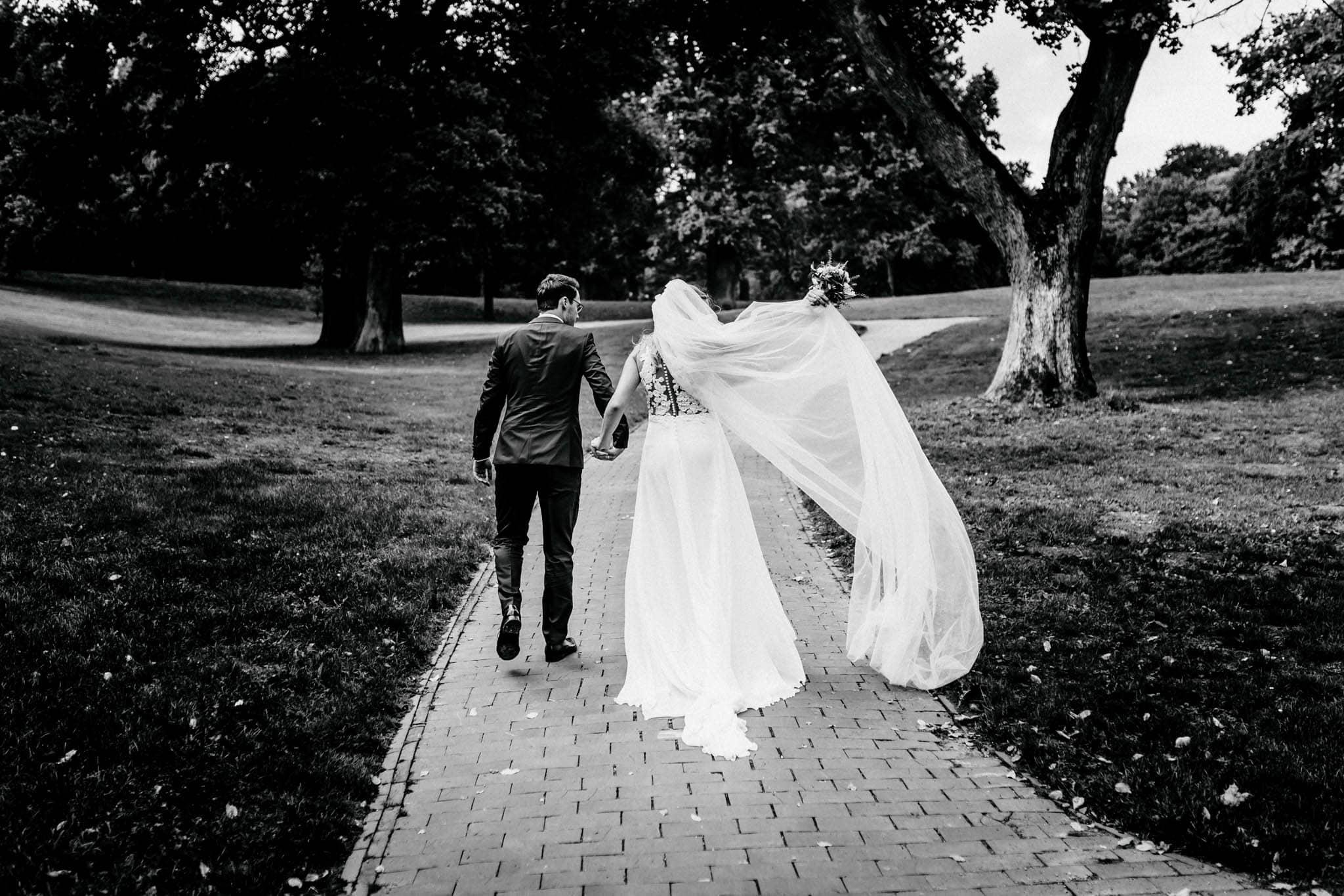Hochzeitsfieber by Photo-Schomburg, Hochzeitsfotograf, Hamburg, Bremen, Hochzeitstag, Hochzeitspaar, Braut, Bräutigam, Bremen-Kränholm,Knoops Park-153