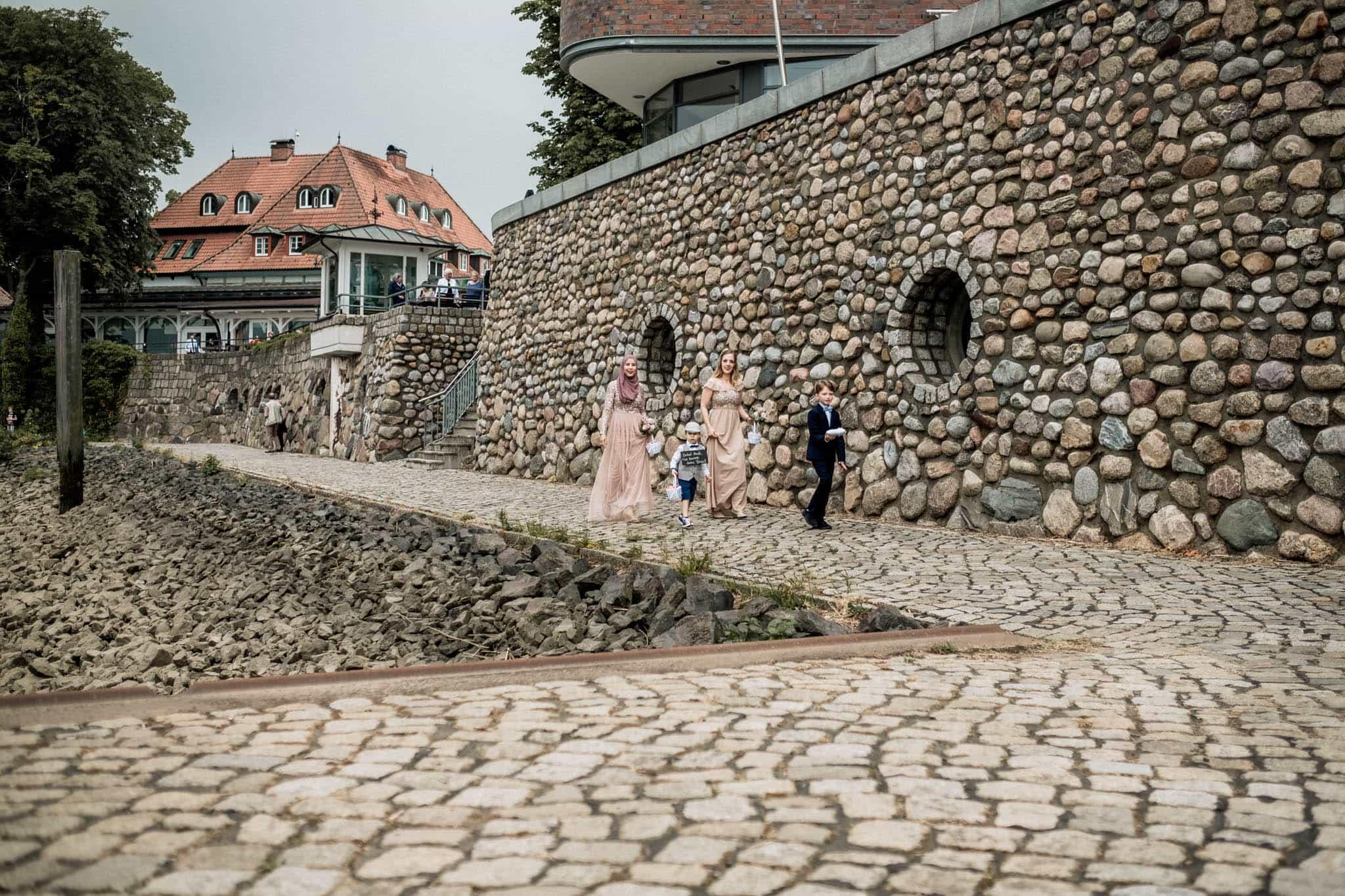 Hochzeitsfieber by Photo-Schomburg, Hochzeitsfotograf, Hamburg, Hochzeitsbilder, Braut, Brautpaar, Bräutigam, Zollenspieker Fährhaus-41