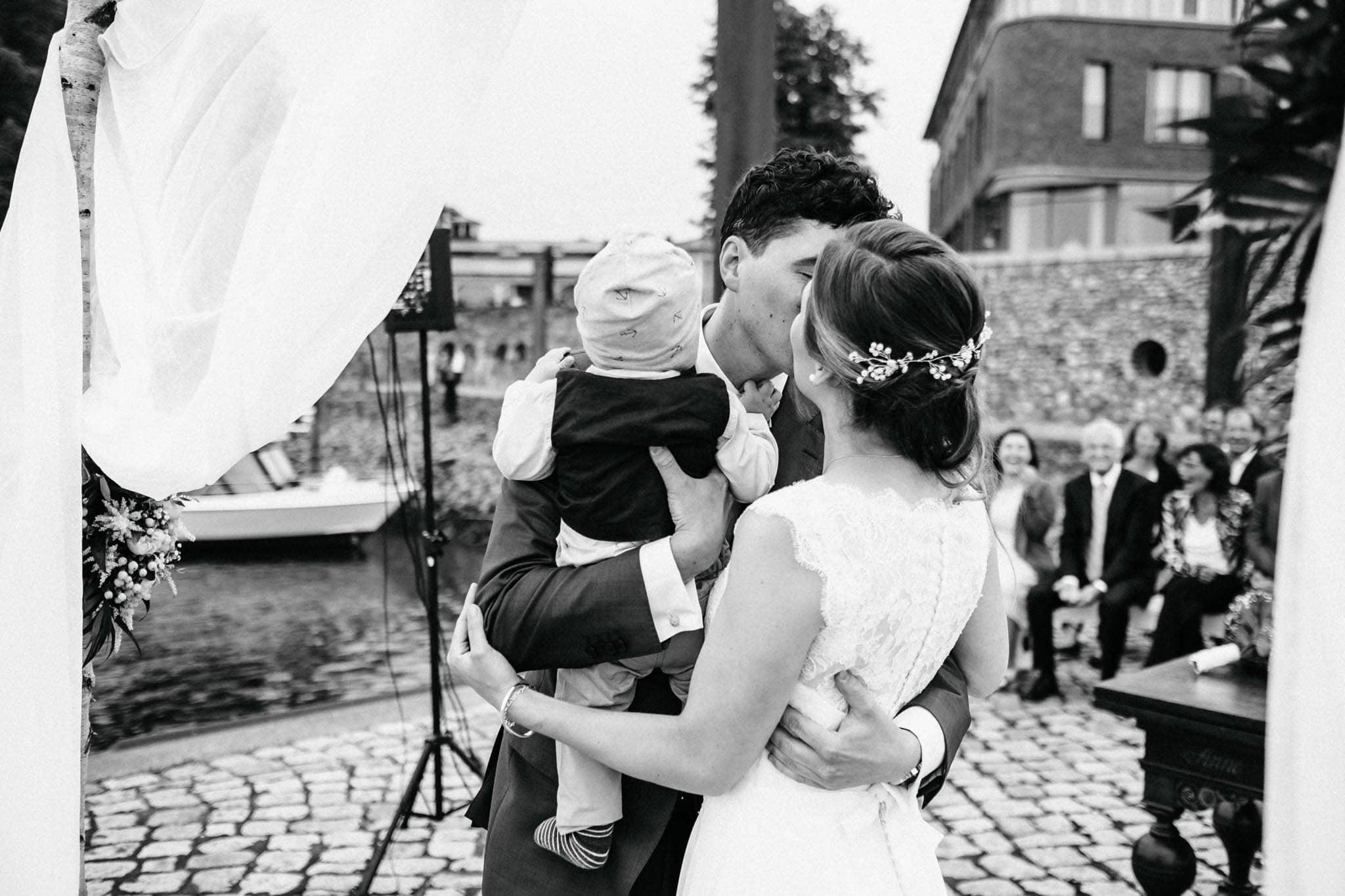 Hochzeitsfieber by Photo-Schomburg, Hochzeitsfotograf, Hamburg, Hochzeitsbilder, Braut, Brautpaar, Bräutigam, Zollenspieker Fährhaus-60