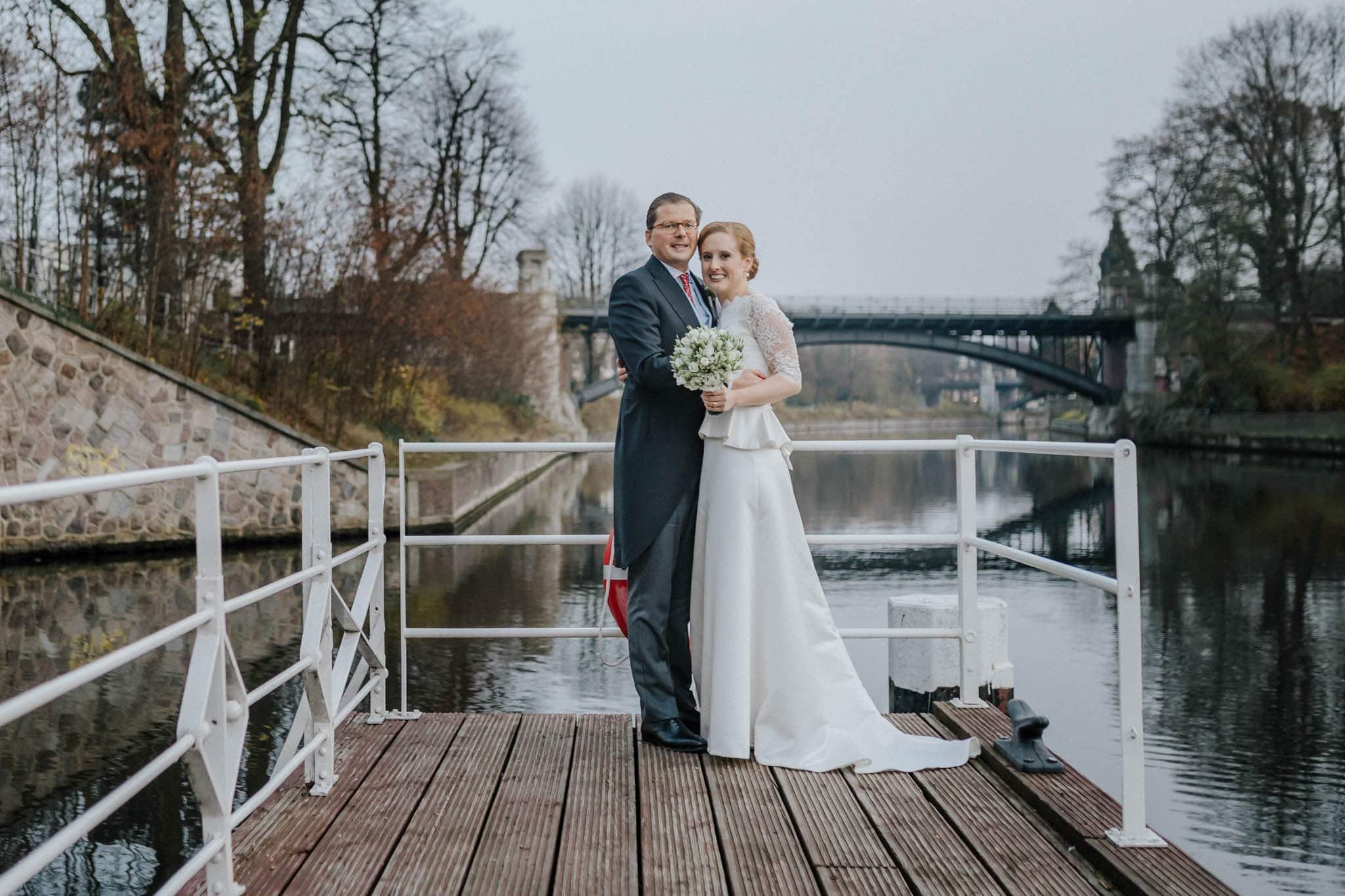 Hochzeitsfieber by Photo-Schomburg, Hochzeitsfotograf, Hamburg,Hochzeitstag, Hochzeitspaar, Braut, Bräutigam, Literaturhauscafe Hamburg-40