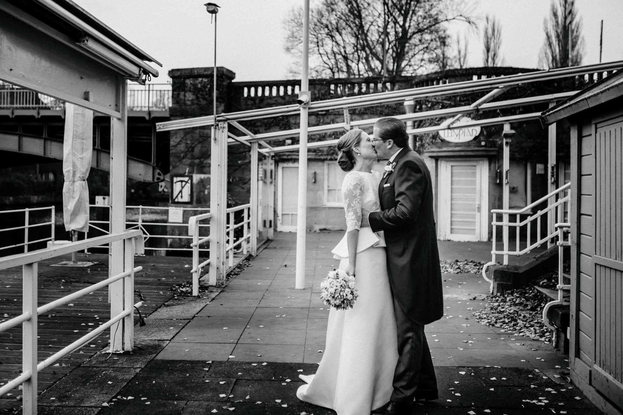 Hochzeitsfieber by Photo-Schomburg, Hochzeitsfotograf, Hamburg,Hochzeitstag, Hochzeitspaar, Braut, Bräutigam, Literaturhauscafe Hamburg-43
