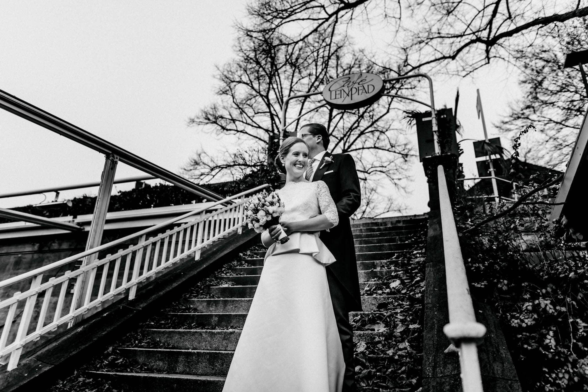 Hochzeitsfieber by Photo-Schomburg, Hochzeitsfotograf, Hamburg,Hochzeitstag, Hochzeitspaar, Braut, Bräutigam, Literaturhauscafe Hamburg-47