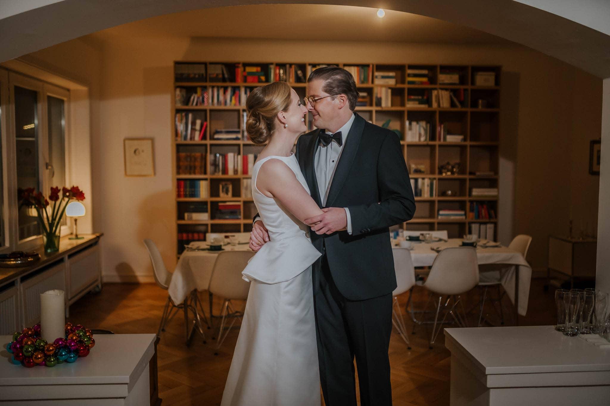 Hochzeitsfieber by Photo-Schomburg, Hochzeitsfotograf, Hamburg,Hochzeitstag, Hochzeitspaar, Braut, Bräutigam, Literaturhauscafe Hamburg-51