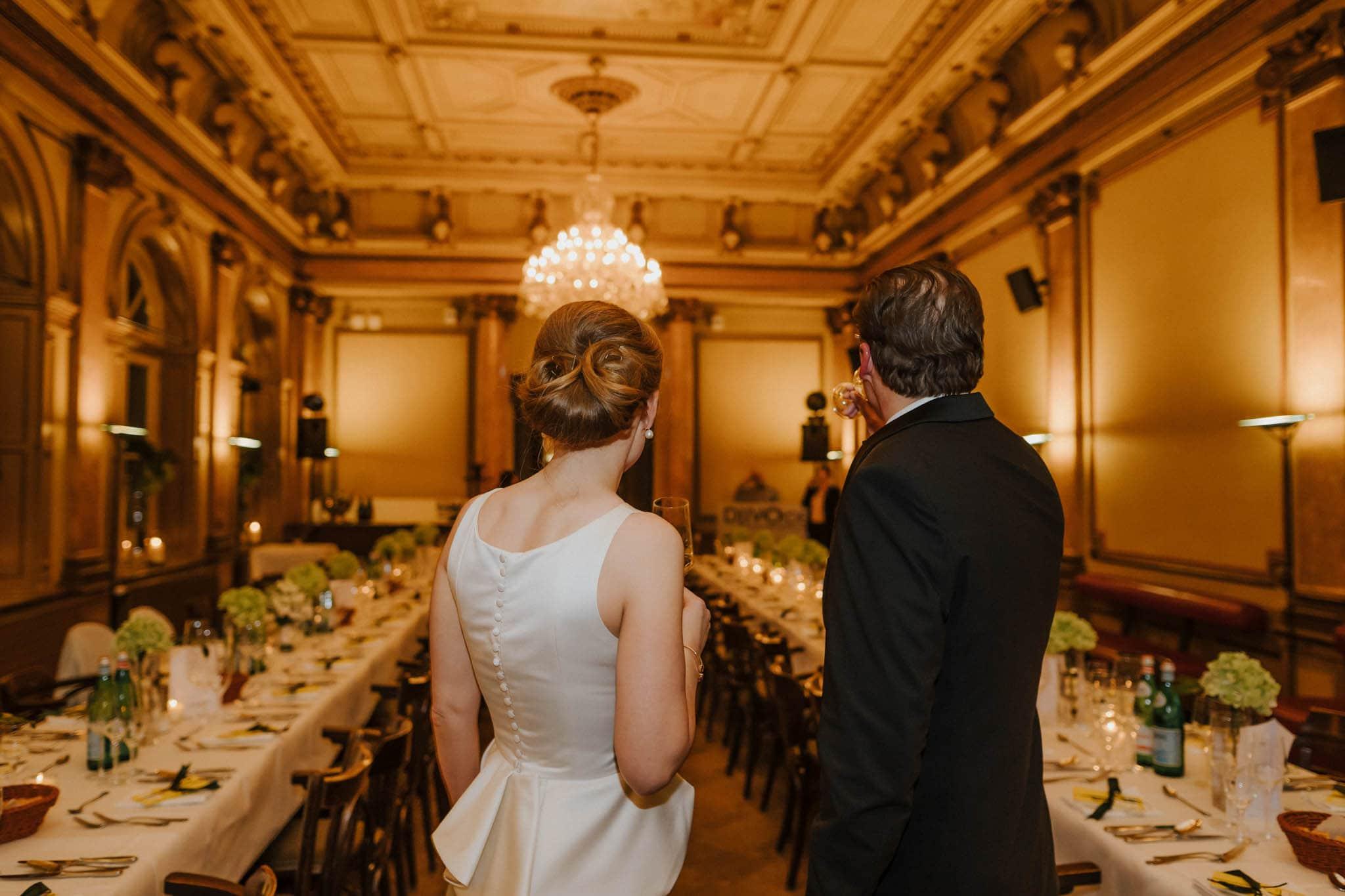 Hochzeitsfieber by Photo-Schomburg, Hochzeitsfotograf, Hamburg,Hochzeitstag, Hochzeitspaar, Braut, Bräutigam, Literaturhauscafe Hamburg-60
