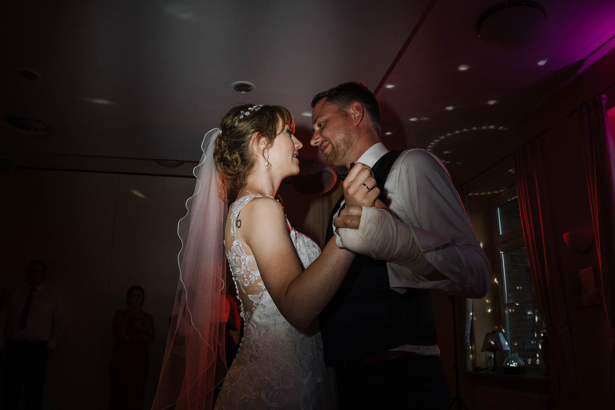 Hochzeitsfieber by Photo-Schomburg, Hoichzeitsfotograf, Hamburg, Wedding, Weddingtime, Hochzeitspaar, Braut, Bräutigam, Hochzeit im Norden,-133