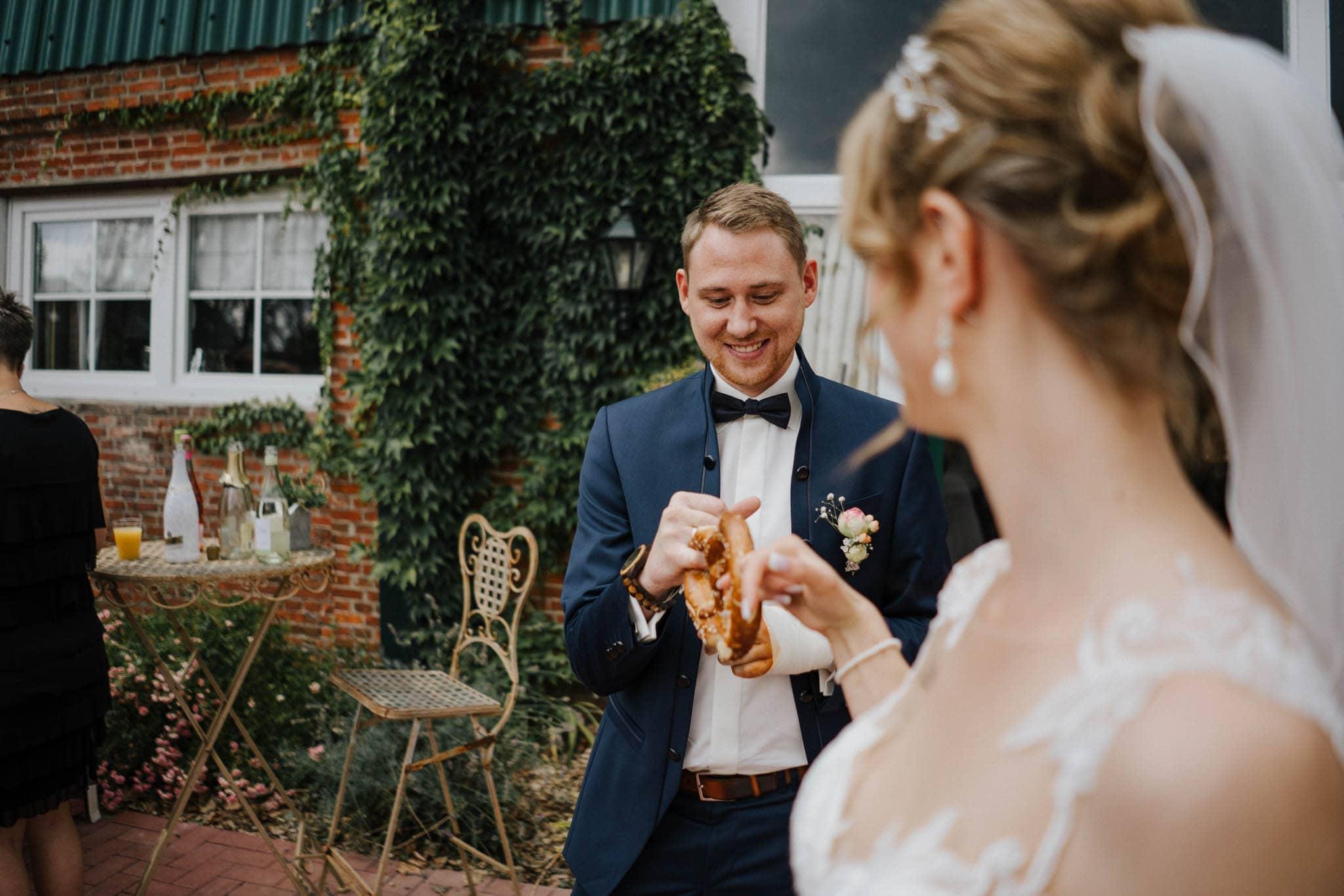 Hochzeitsfieber by Photo-Schomburg, Hoichzeitsfotograf, Hamburg, Wedding, Weddingtime, Hochzeitspaar, Braut, Bräutigam, Hochzeit im Norden,-75