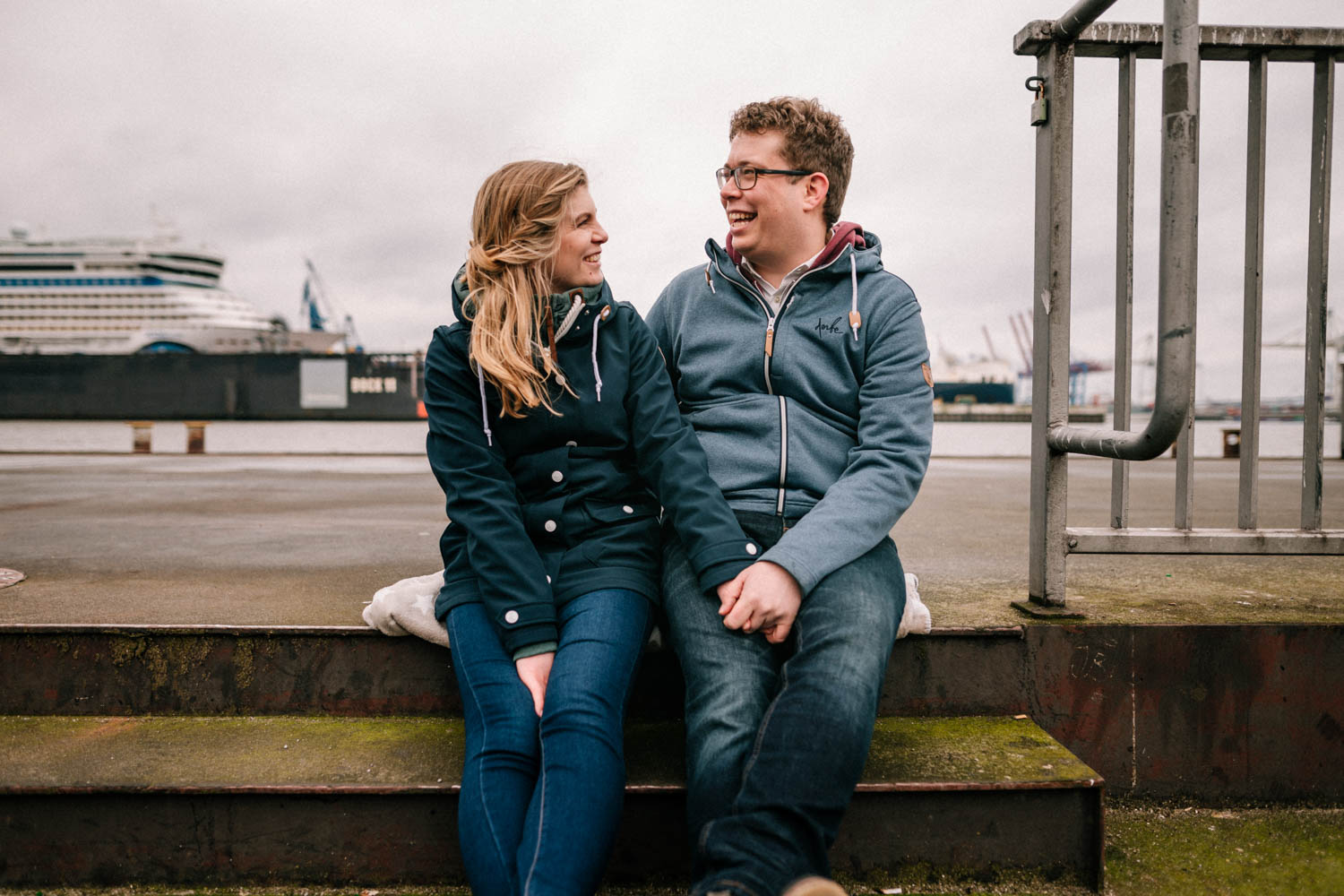 Engagementshooting, Hochzeitsfieber by Photo-Schomburg, Pärchenshoot, Hamburg, Elbe, Hamburger Hafen, Hochzeitsfotograf, Wedding, Coupleshoot-12