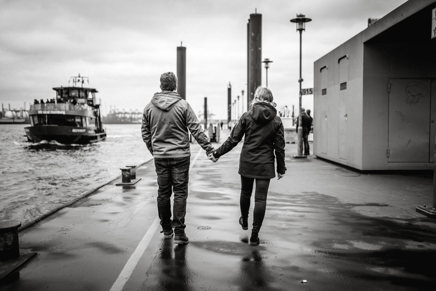 Engagementshooting, Hochzeitsfieber by Photo-Schomburg, Pärchenshoot, Hamburg, Elbe, Hamburger Hafen, Hochzeitsfotograf, Wedding, Coupleshoot-21