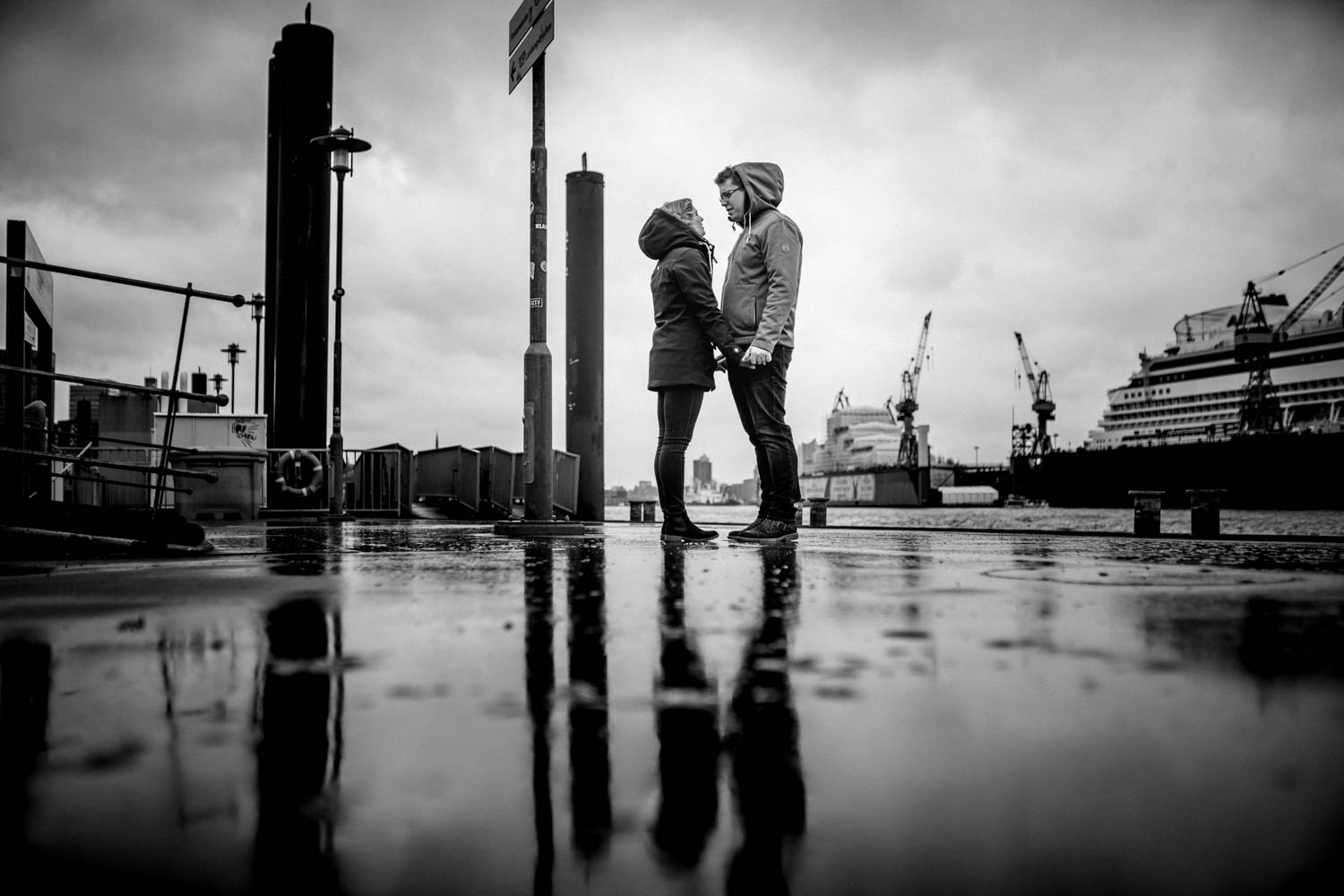 Engagementshooting, Hochzeitsfieber by Photo-Schomburg, Pärchenshoot, Hamburg, Elbe, Hamburger Hafen, Hochzeitsfotograf, Wedding, Coupleshoot-5