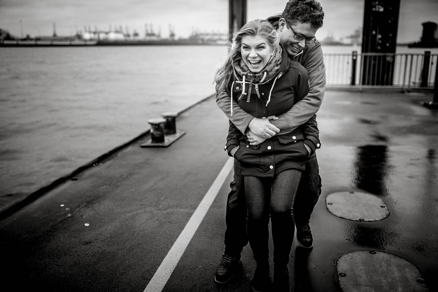 Engagementshooting, Hochzeitsfieber by Photo-Schomburg, Pärchenshoot, Hamburg, Elbe, Hamburger Hafen, Hochzeitsfotograf, Wedding, Coupleshoot-9