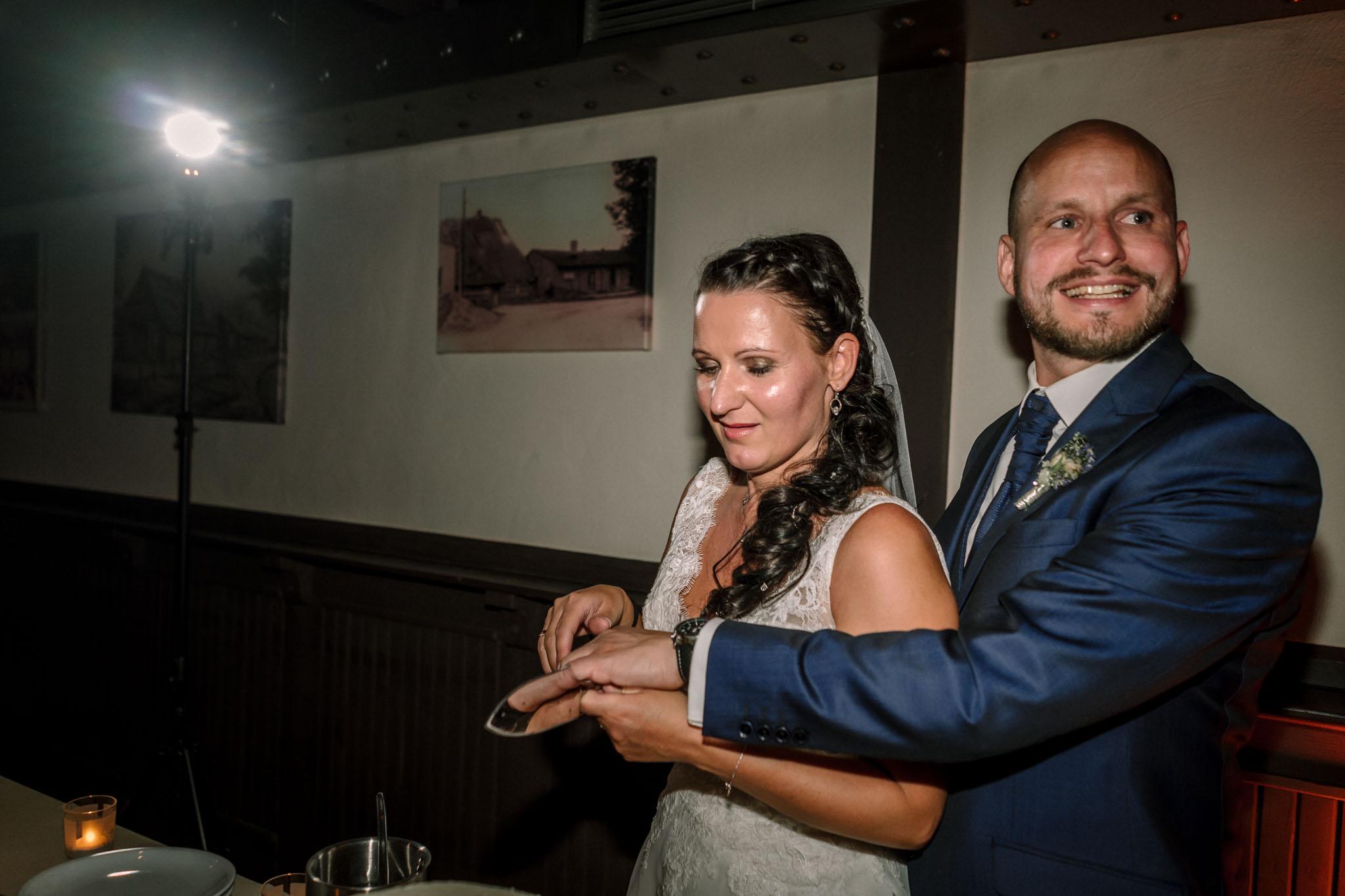 Hochzeitsfieber by Photo-Schomburg, Hochzeitsfotograf, Hamburg,Hochzeitstag, Hochzeitspaar, Braut, Bräutigam, Literaturhauscafe Zarrentin-108