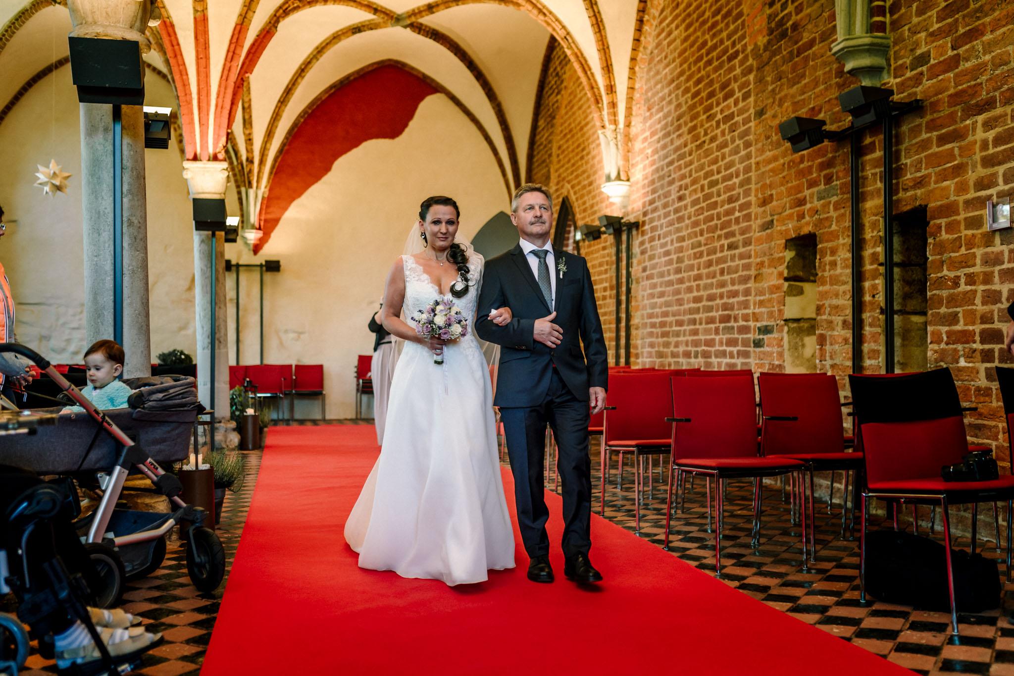 Hochzeitsfieber by Photo-Schomburg, Hochzeitsfotograf, Hamburg,Hochzeitstag, Hochzeitspaar, Braut, Bräutigam, Literaturhauscafe Zarrentin-19
