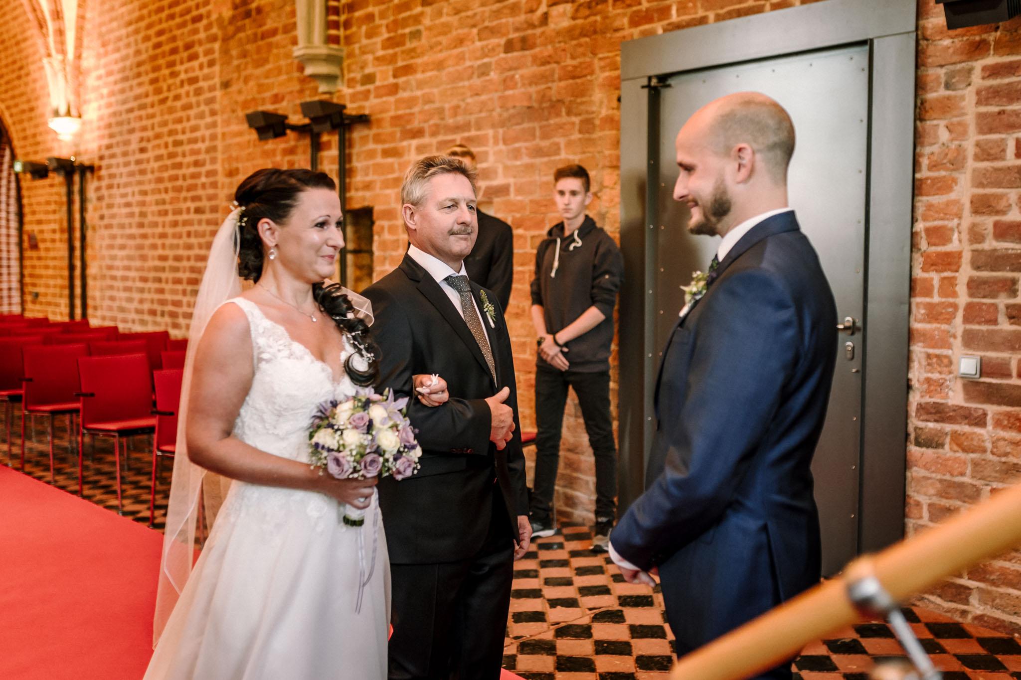 Hochzeitsfieber by Photo-Schomburg, Hochzeitsfotograf, Hamburg,Hochzeitstag, Hochzeitspaar, Braut, Bräutigam, Literaturhauscafe Zarrentin-20