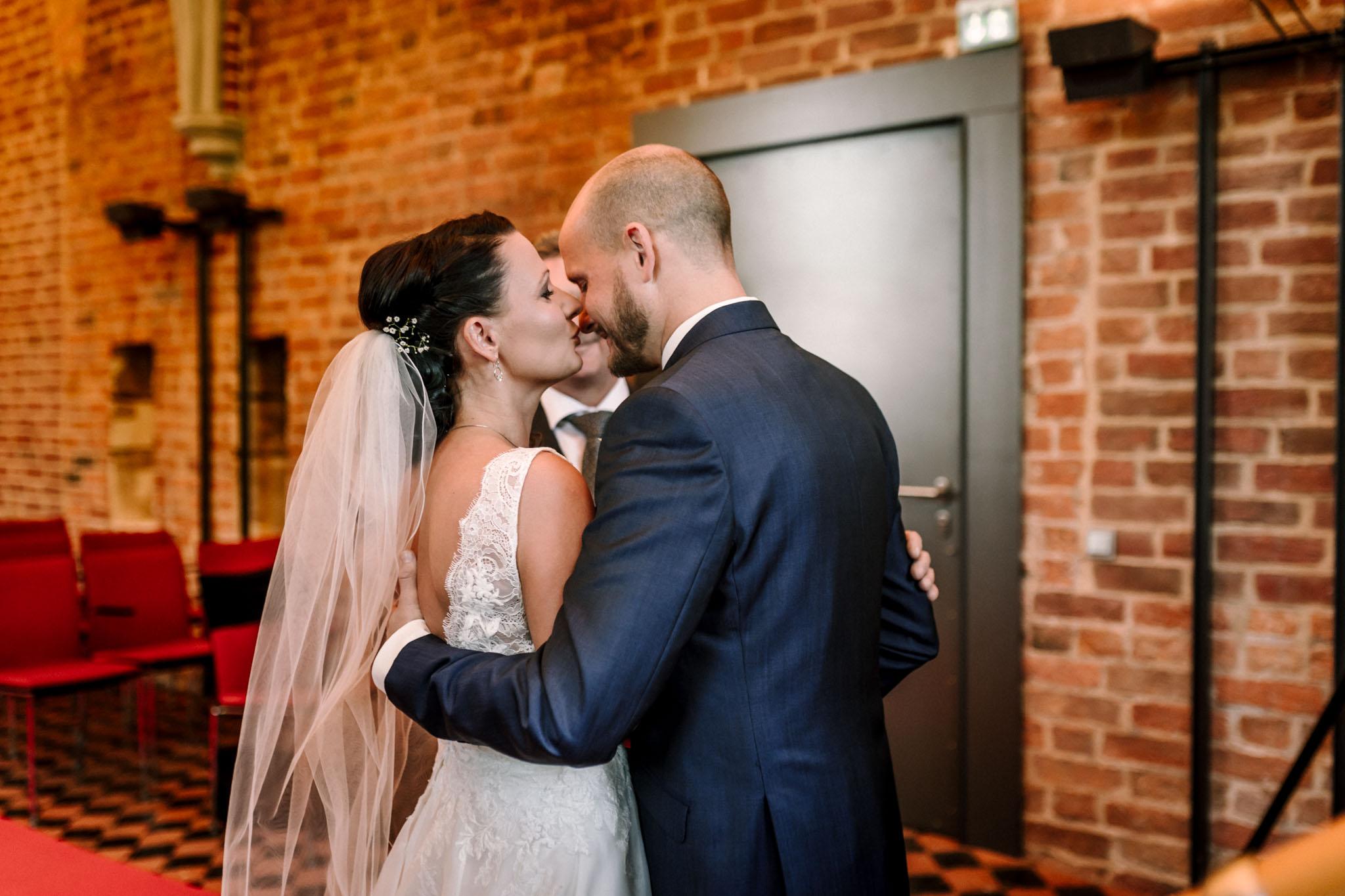 Hochzeitsfieber by Photo-Schomburg, Hochzeitsfotograf, Hamburg,Hochzeitstag, Hochzeitspaar, Braut, Bräutigam, Literaturhauscafe Zarrentin-21