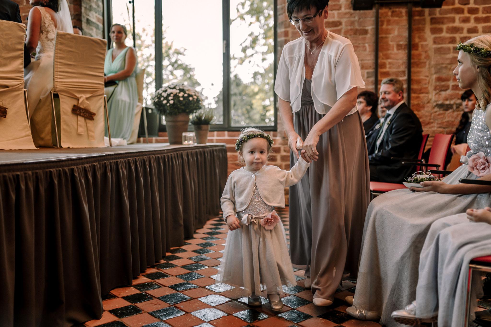 Hochzeitsfieber by Photo-Schomburg, Hochzeitsfotograf, Hamburg,Hochzeitstag, Hochzeitspaar, Braut, Bräutigam, Literaturhauscafe Zarrentin-26