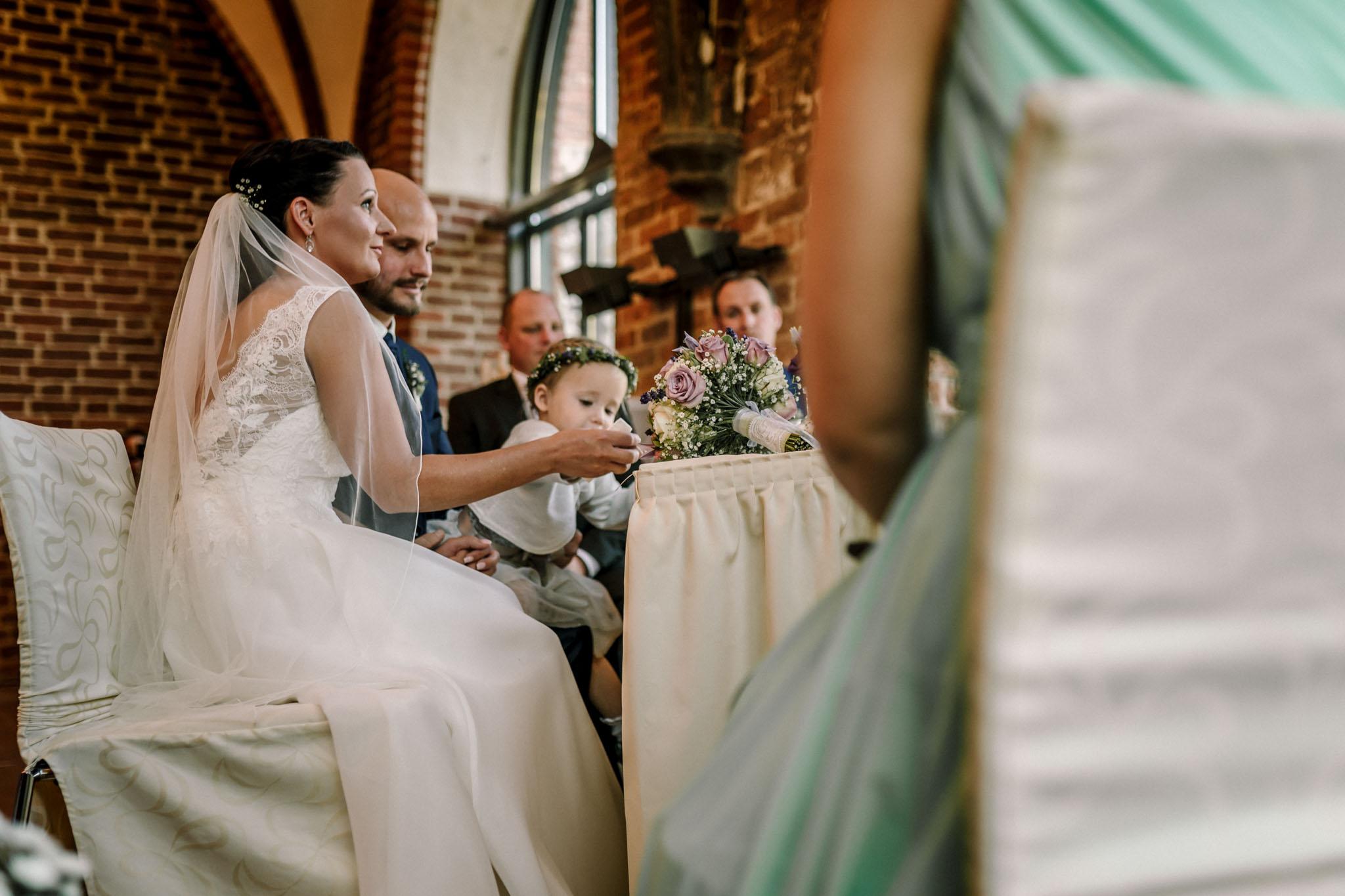 Hochzeitsfieber by Photo-Schomburg, Hochzeitsfotograf, Hamburg,Hochzeitstag, Hochzeitspaar, Braut, Bräutigam, Literaturhauscafe Zarrentin-27