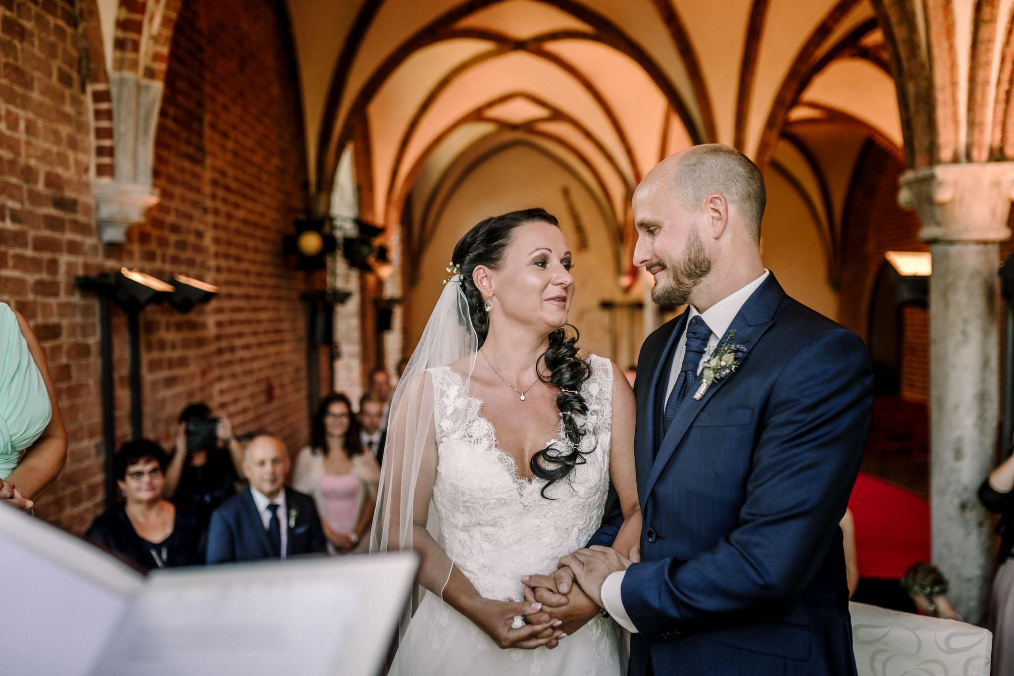 Hochzeitsfieber by Photo-Schomburg, Hochzeitsfotograf, Hamburg,Hochzeitstag, Hochzeitspaar, Braut, Bräutigam, Literaturhauscafe Zarrentin-31