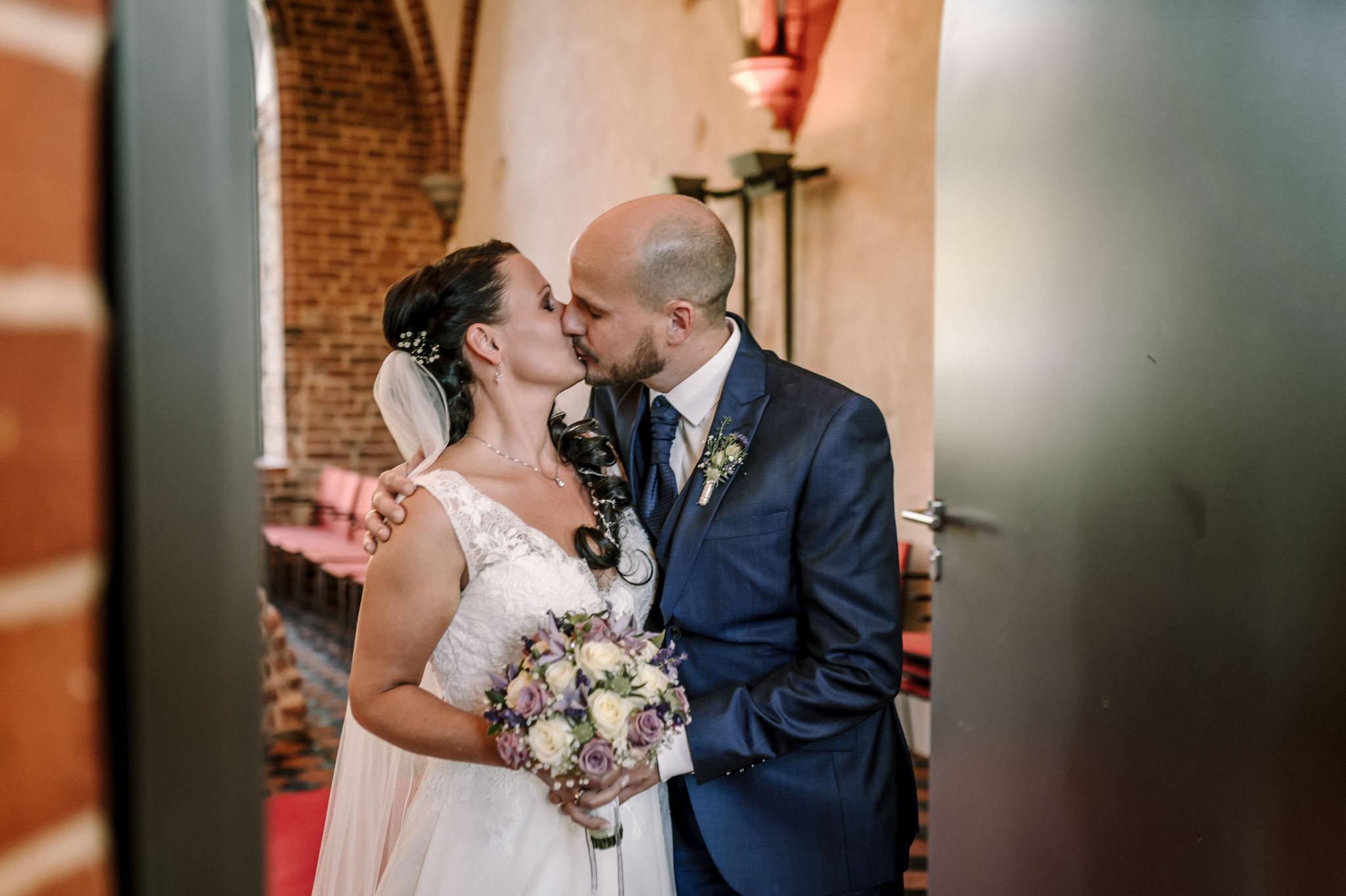 Hochzeitsfieber by Photo-Schomburg, Hochzeitsfotograf, Hamburg,Hochzeitstag, Hochzeitspaar, Braut, Bräutigam, Literaturhauscafe Zarrentin-51