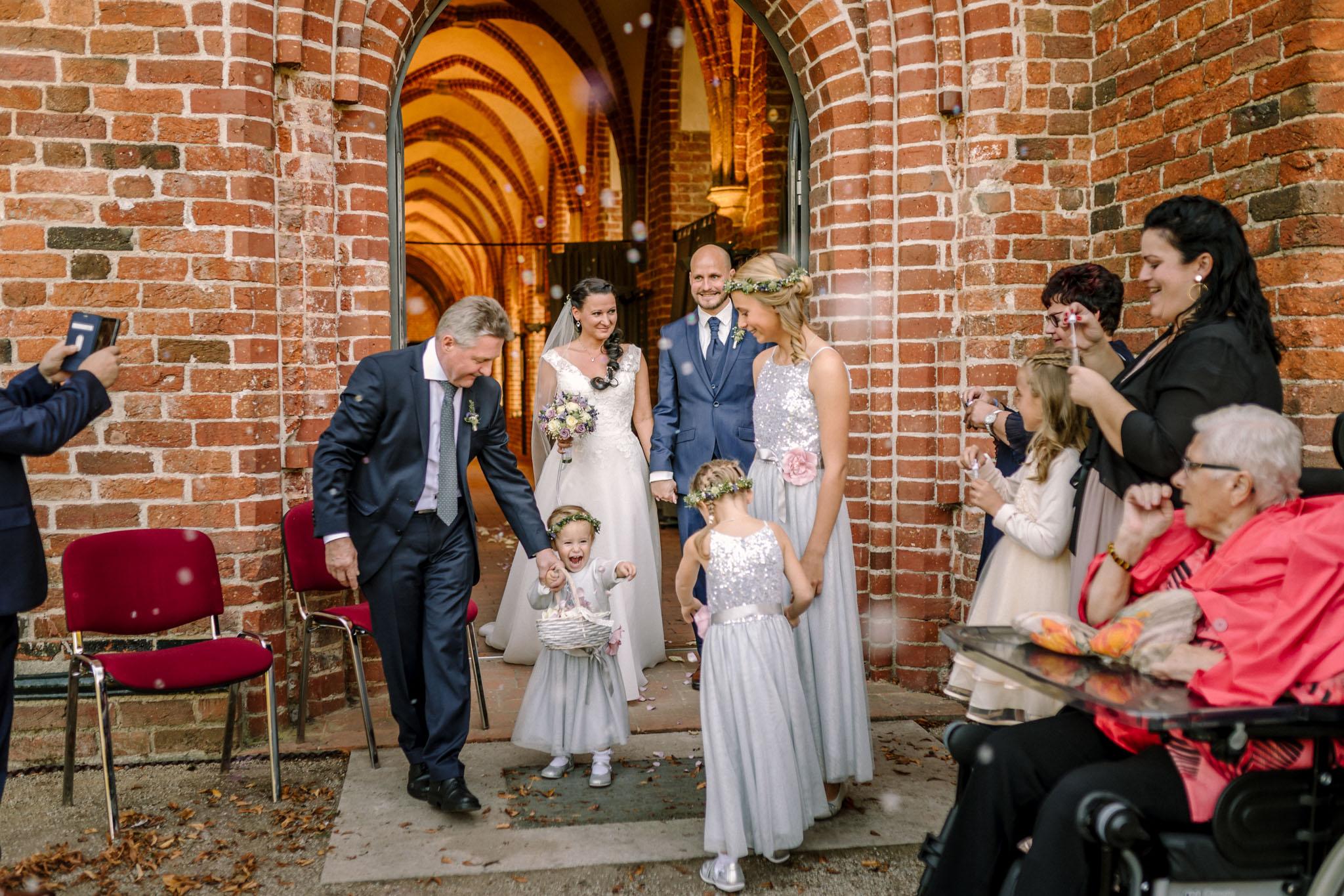 Hochzeitsfieber by Photo-Schomburg, Hochzeitsfotograf, Hamburg,Hochzeitstag, Hochzeitspaar, Braut, Bräutigam, Literaturhauscafe Zarrentin-53