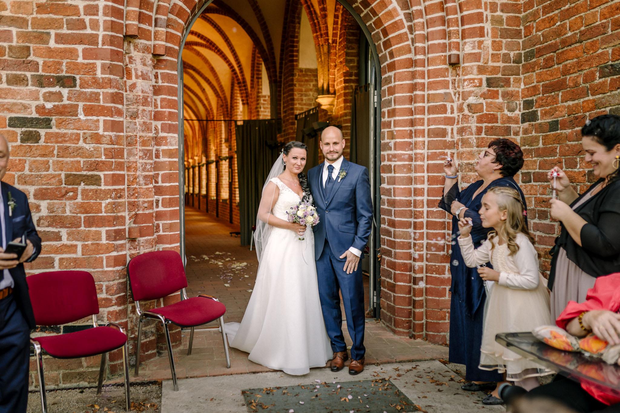 Hochzeitsfieber by Photo-Schomburg, Hochzeitsfotograf, Hamburg,Hochzeitstag, Hochzeitspaar, Braut, Bräutigam, Literaturhauscafe Zarrentin-55