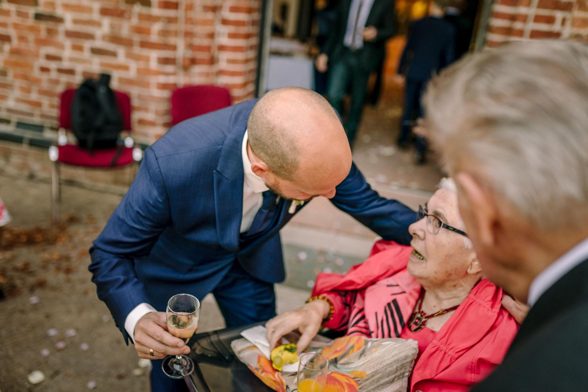 Hochzeitsfieber by Photo-Schomburg, Hochzeitsfotograf, Hamburg,Hochzeitstag, Hochzeitspaar, Braut, Bräutigam, Literaturhauscafe Zarrentin-60
