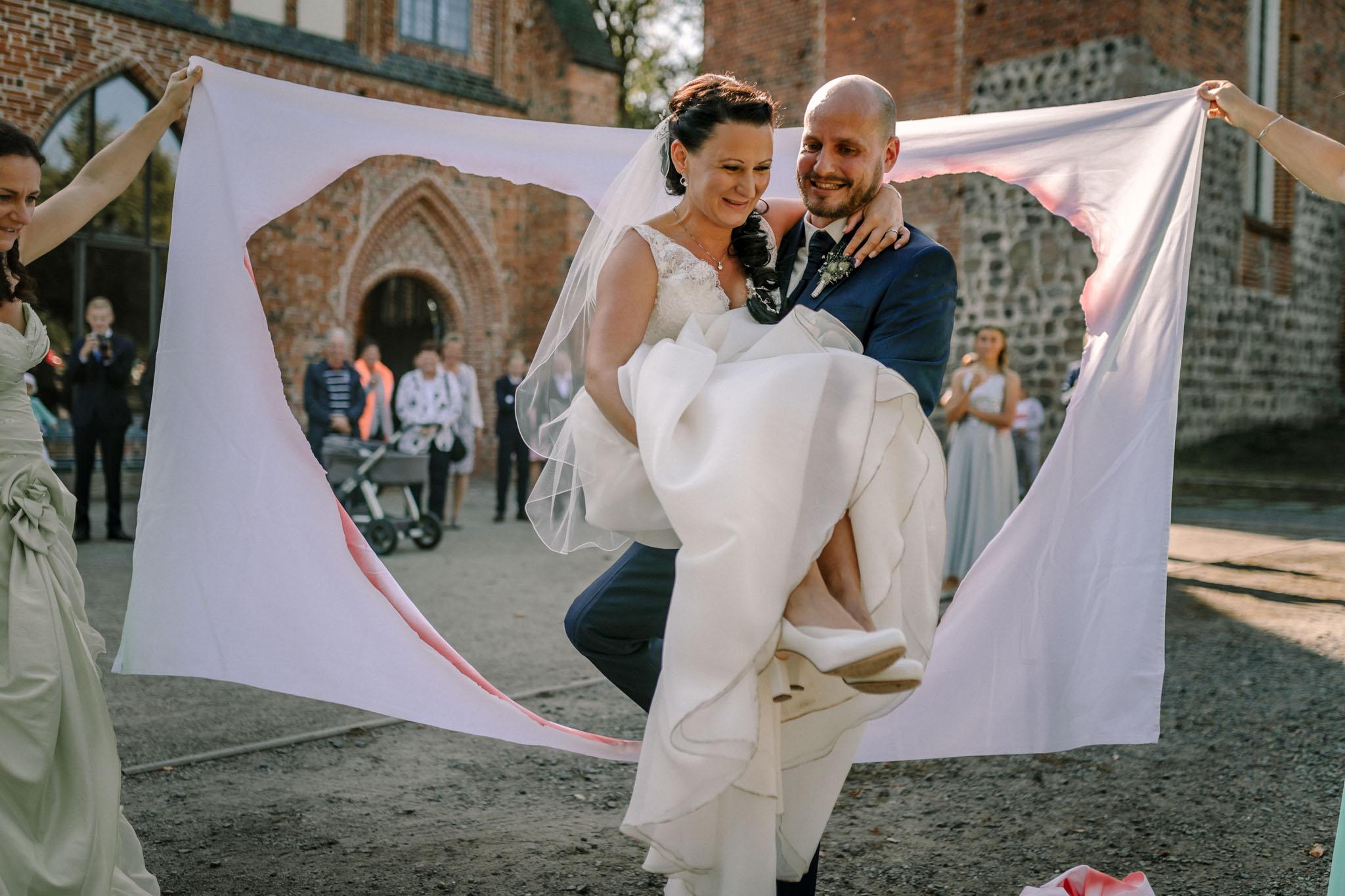 Hochzeitsfieber by Photo-Schomburg, Hochzeitsfotograf, Hamburg,Hochzeitstag, Hochzeitspaar, Braut, Bräutigam, Literaturhauscafe Zarrentin-64