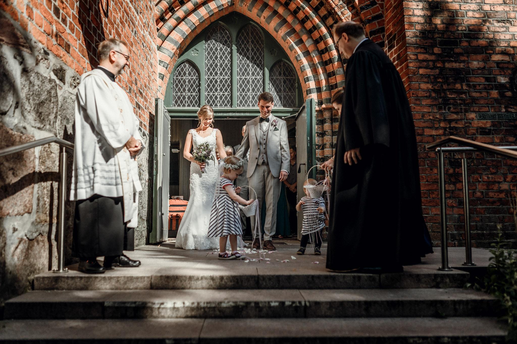 Sven Schomburg Hochzeitsfotografie, Hamburg, Mölln, Hochzeitsfieber by Photo-Schomburg, Hochzeitsreportage, Forsthaus Waldhusen, Braut, Bräutigam-46