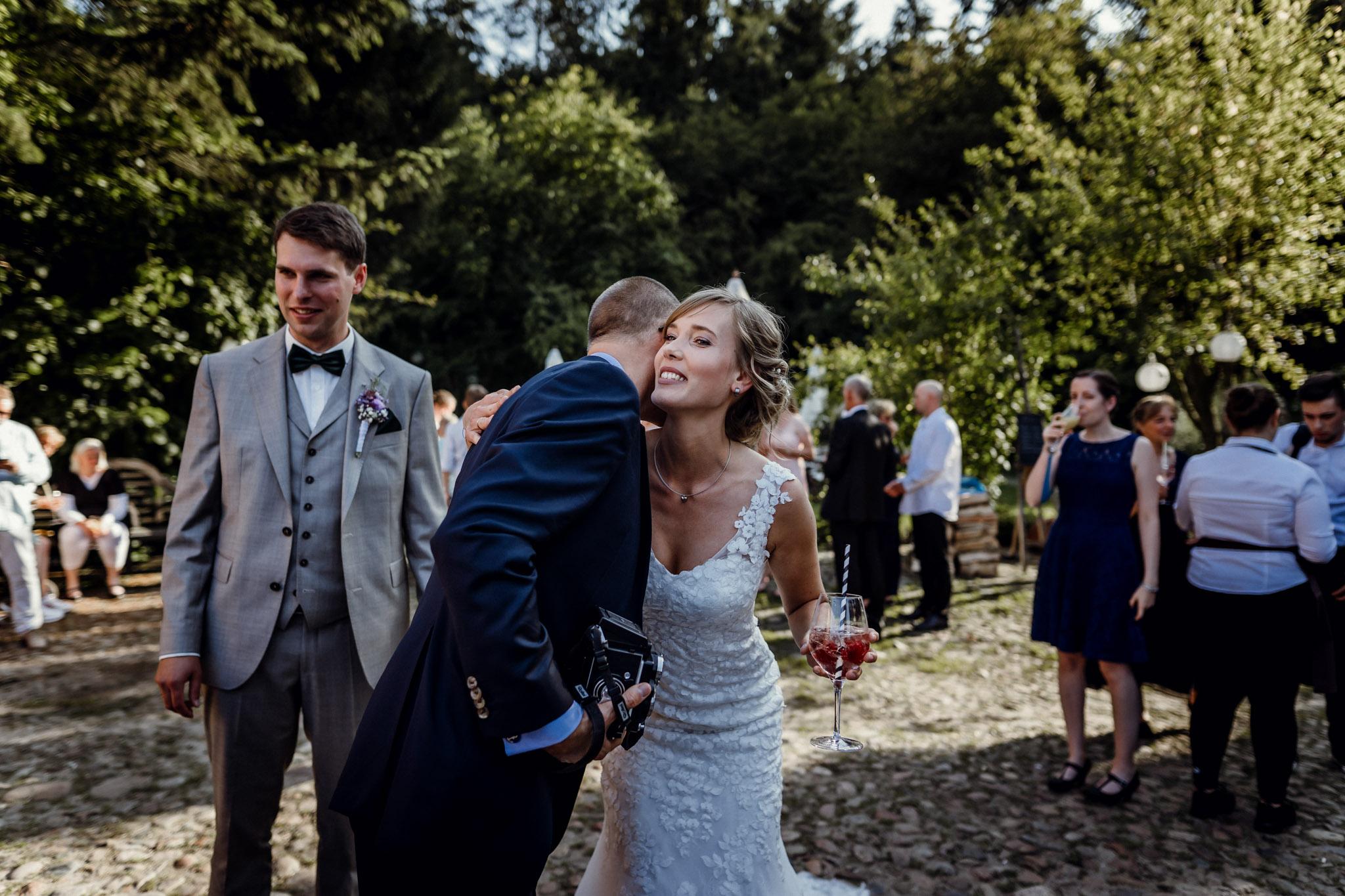 Sven Schomburg Hochzeitsfotografie, Hamburg, Mölln, Hochzeitsfieber by Photo-Schomburg, Hochzeitsreportage, Forsthaus Waldhusen, Braut, Bräutigam-64