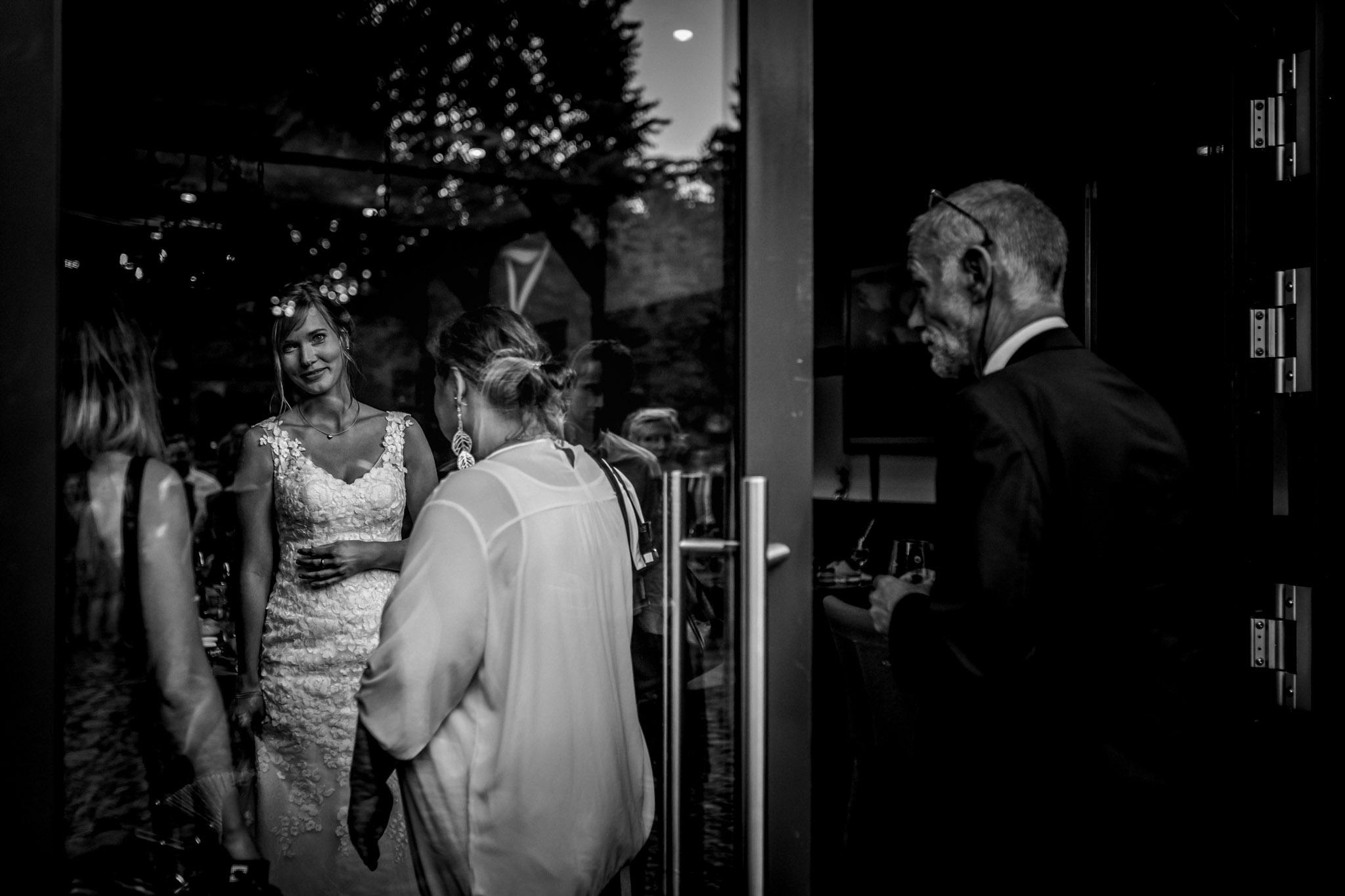 Sven Schomburg Hochzeitsfotografie, Hamburg, Mölln, Hochzeitsfieber by Photo-Schomburg, Hochzeitsreportage, Forsthaus Waldhusen, Braut, Bräutigam-79