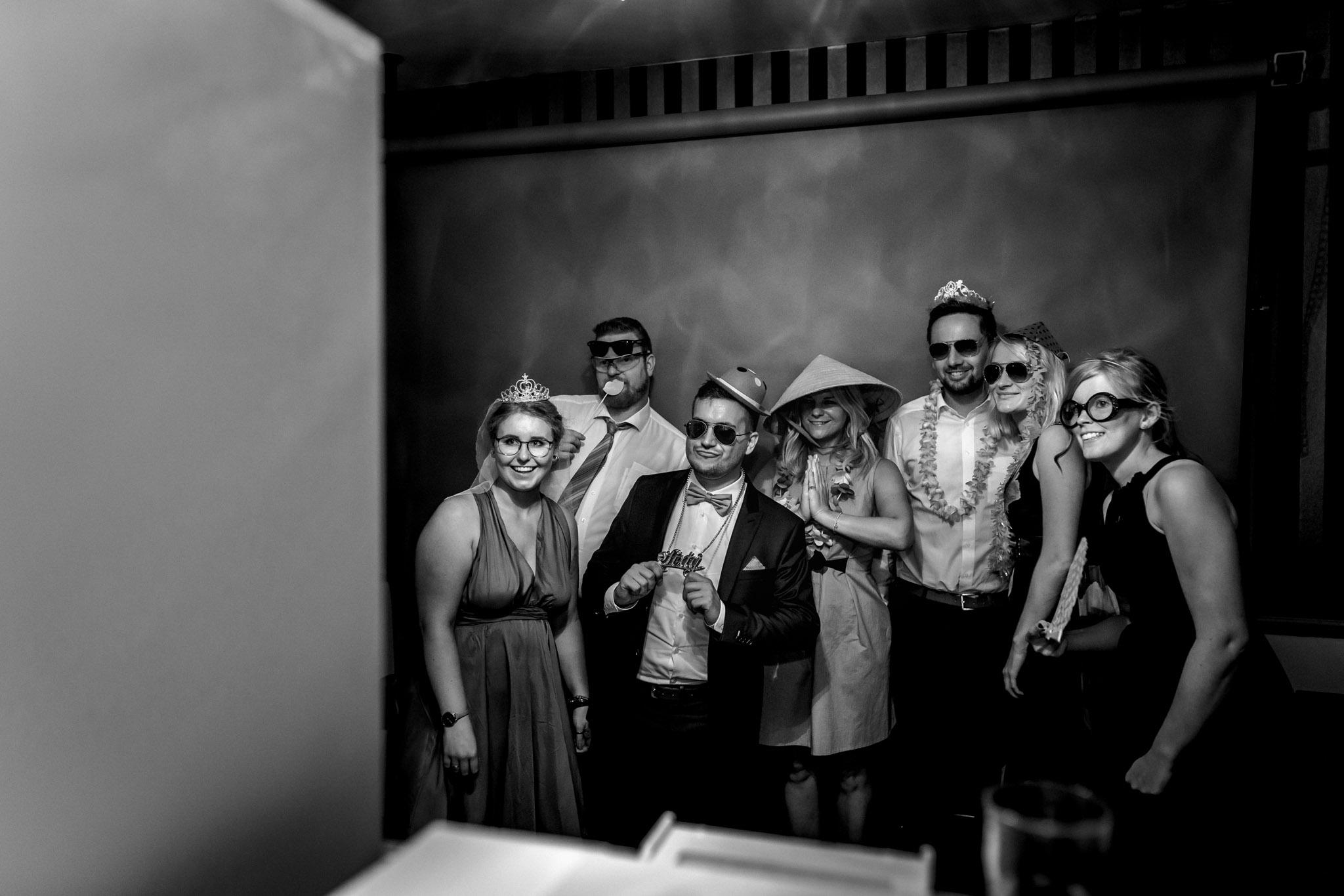 Sven Schomburg Hochzeitsfotografie, Hamburg, Mölln, Hochzeitsfieber by Photo-Schomburg, Hochzeitsreportage, Forsthaus Waldhusen, Braut, Bräutigam-84