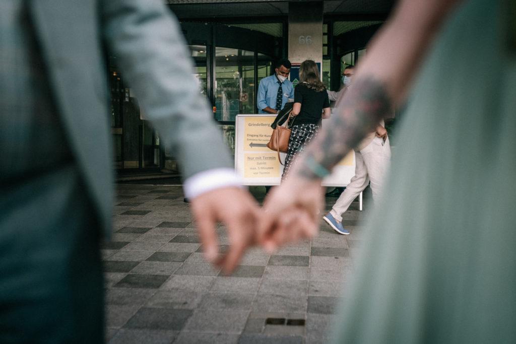 Sven Schomburg Hochzeitsfotografie, Wedding, Brautpaar, Braut, Bräutigam, Röperhof, Hamburg, wahre Momente, Hochzeit in Hamburg-13